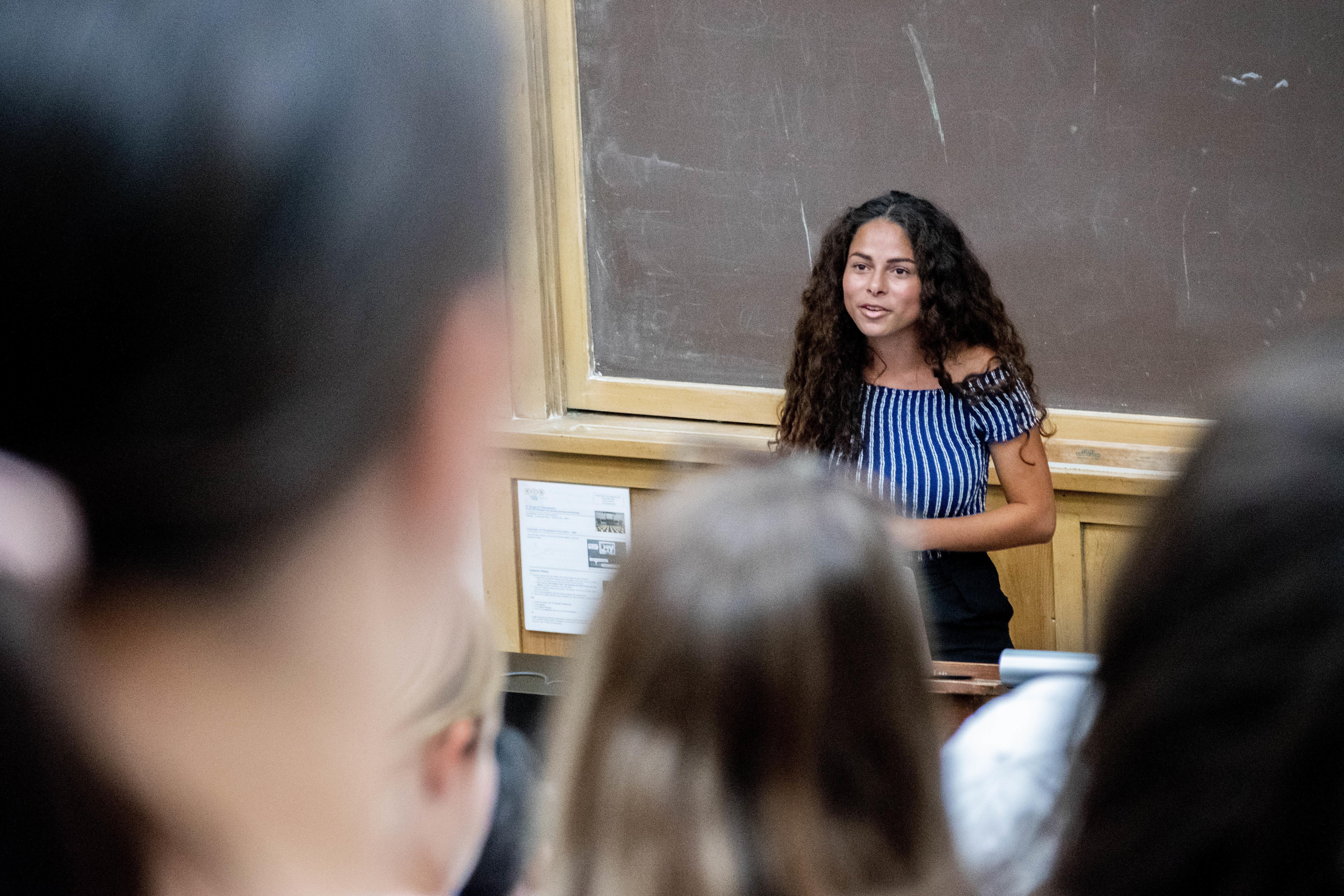 Sage Lenier teaching her zero-waste course at UC Berkeley