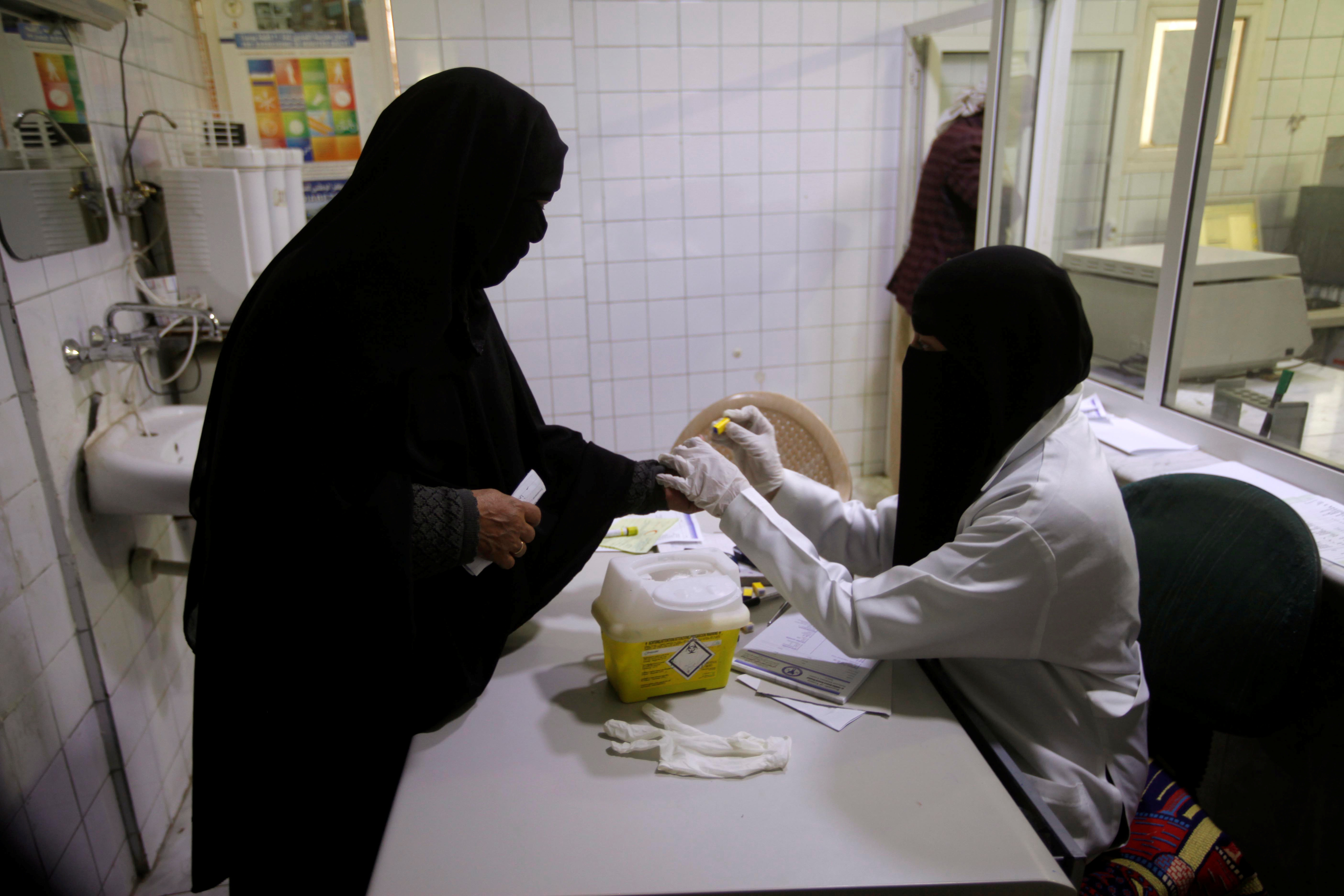 A nurse takes a blood test from a diabetes patient at a hospital in Sanaa, Yemen March 12, 2019. Picture taken March 12, 2019. REUTERS/Mohamed al-Sayaghi - RC1F575A1240
