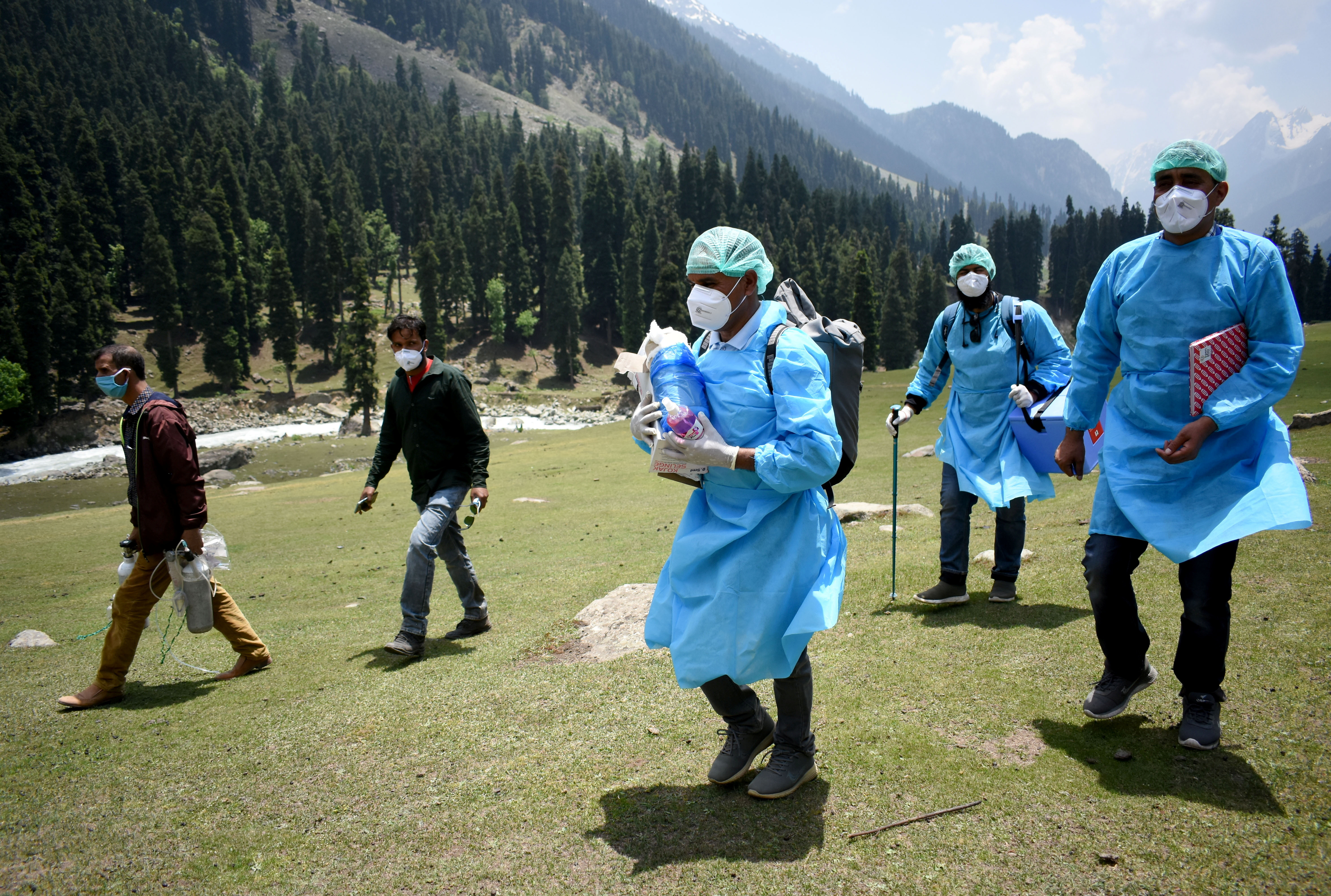 Healthcare workers trek to inoculate shepherds with COVISHIELD, a coronavirus disease (COVID-19) vaccine manufactured by Serum Institute of India, during a vaccination drive at Lidderwat near scenic Pahalgam in south Kashmir's Anantnag district, June 10, 2021. Picture taken June 10, 2021. REUTERS/Sanna Irshad Mattoo - RC2OXN920F8Q
