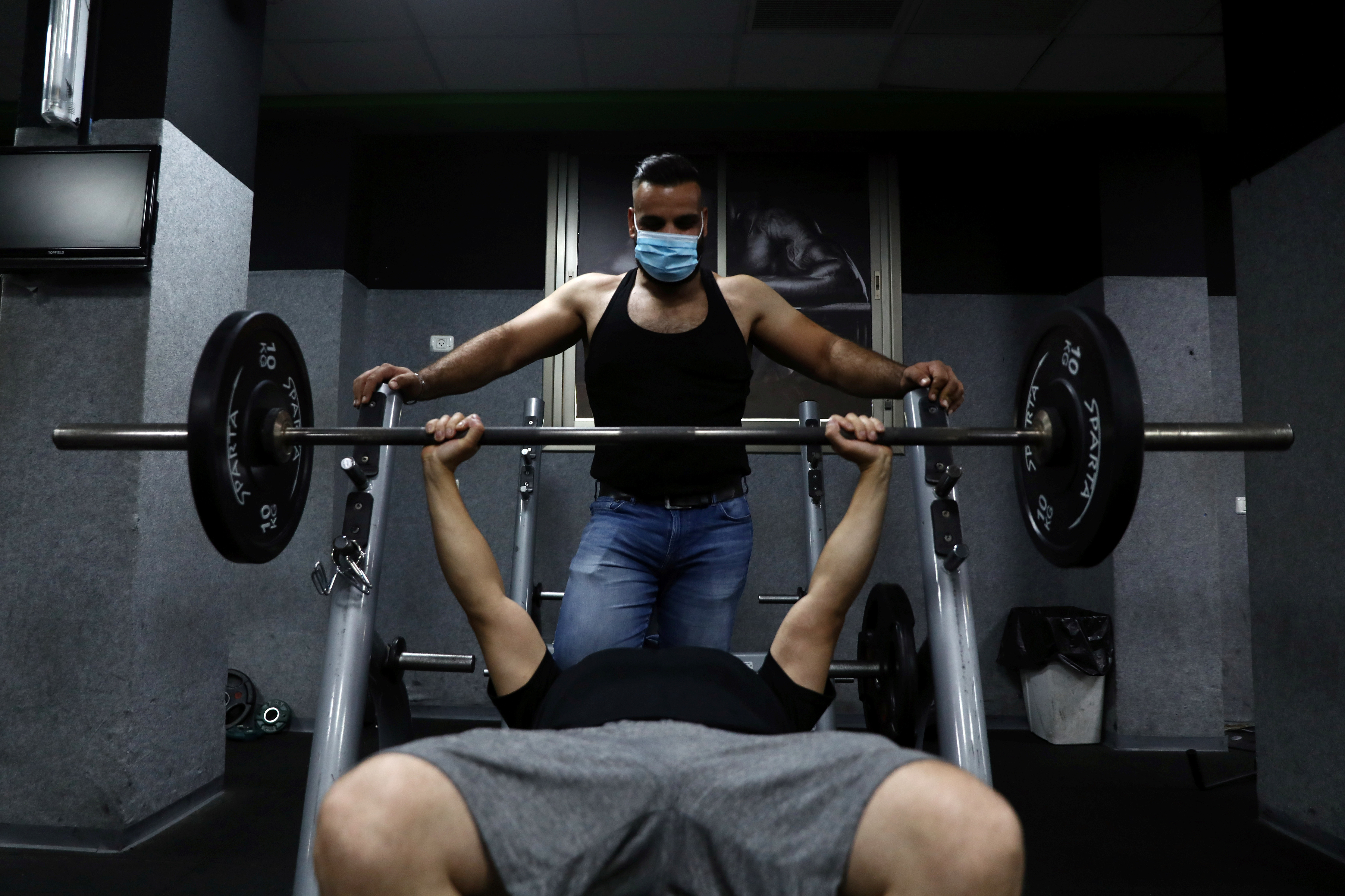 People exercise in a gym amid the spread of the coronavirus disease (COVID-19), in East Jerusalem July 6, 2020. REUTERS/Ammar Awad - RC2SNH9YDNA6