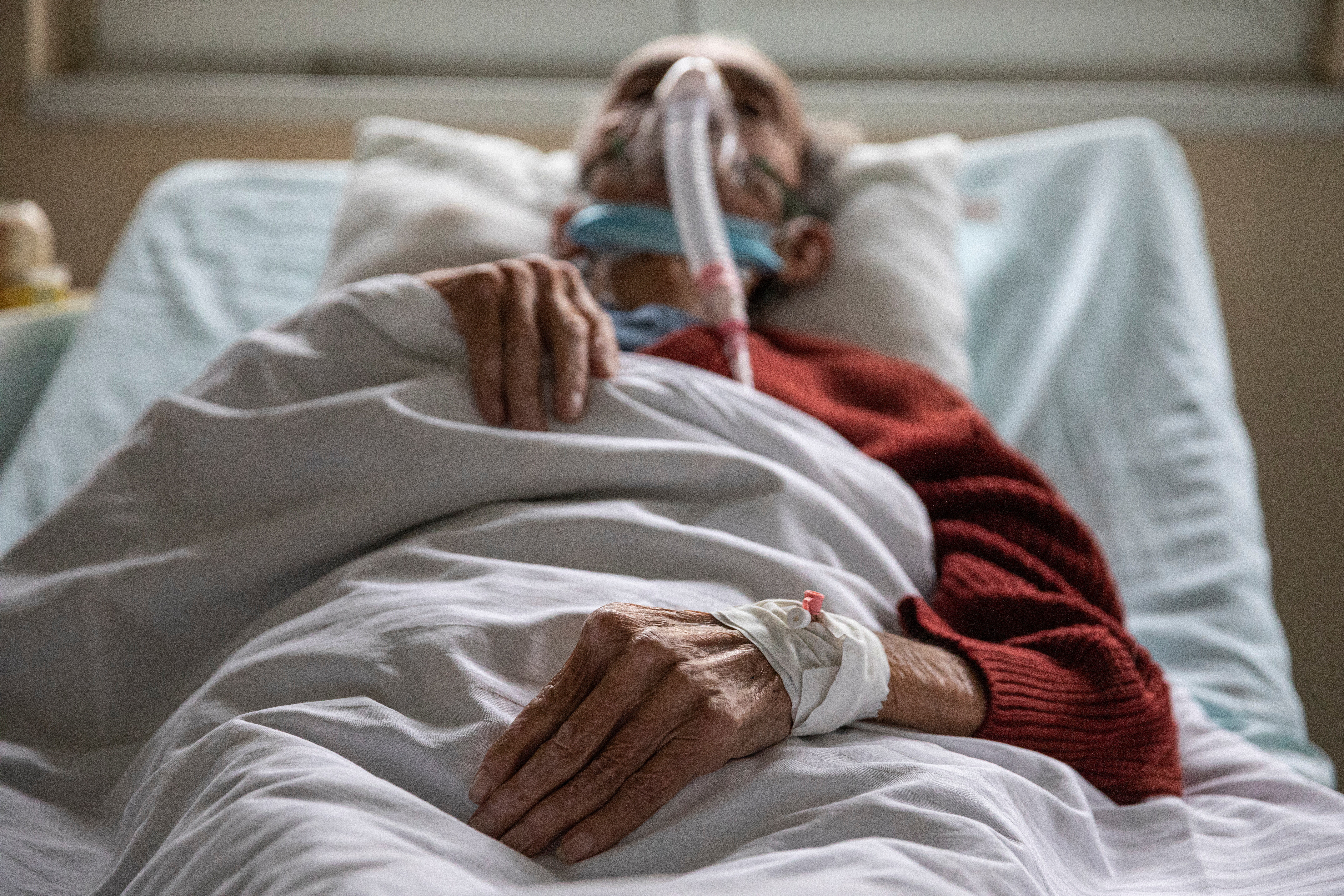 coronavirus covid19 health disease pandemic virus patient hospital lungs study arteries blood clots damage symptoms sars tissue heart liver kidney