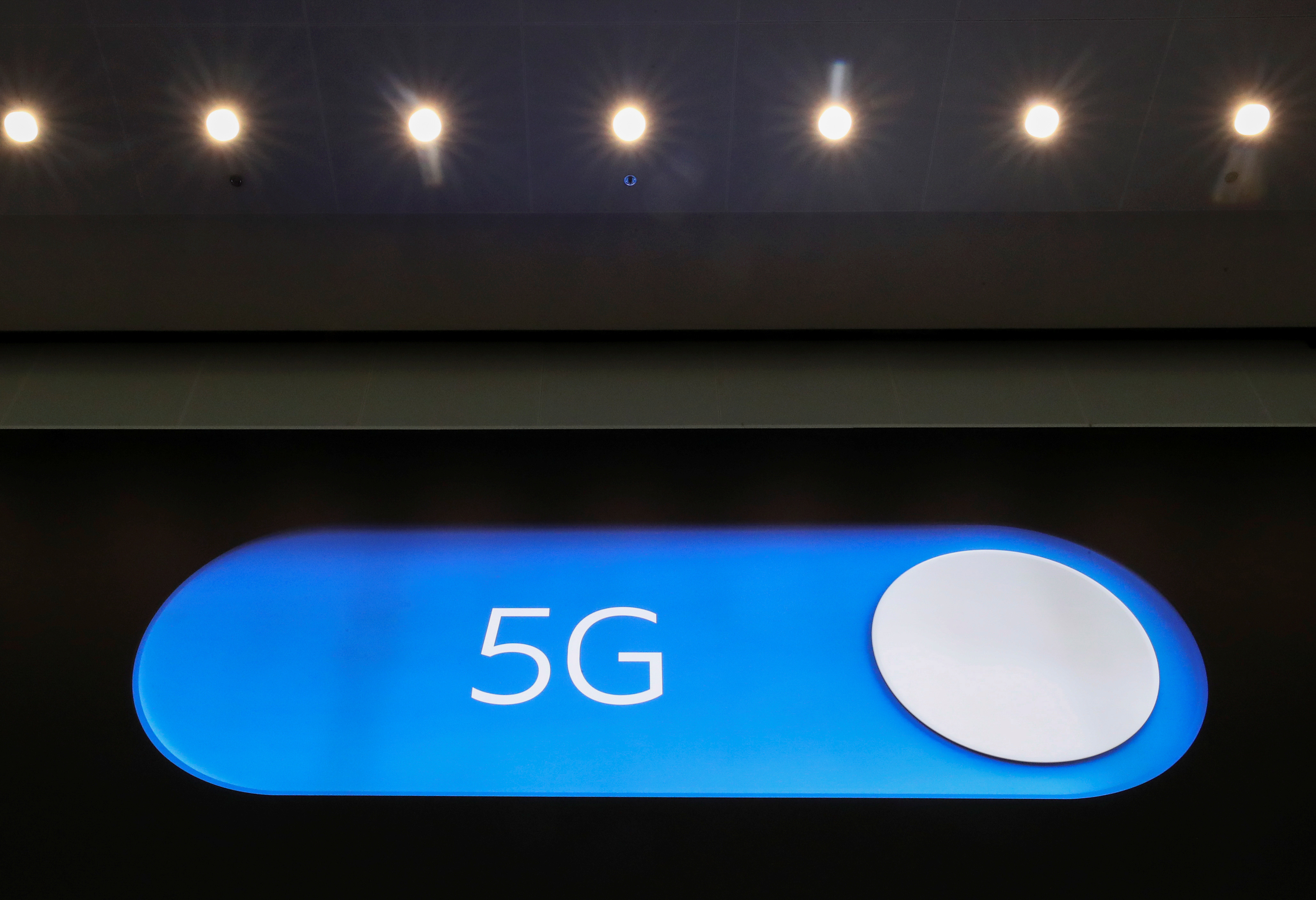 An advertising board shows a 5G logo at the International Airport in Zaventem, Belgium May 4, 2020. Picture taken May 4, 2020. REUTERS/Yves Herman - RC2EIG9PMBRJ