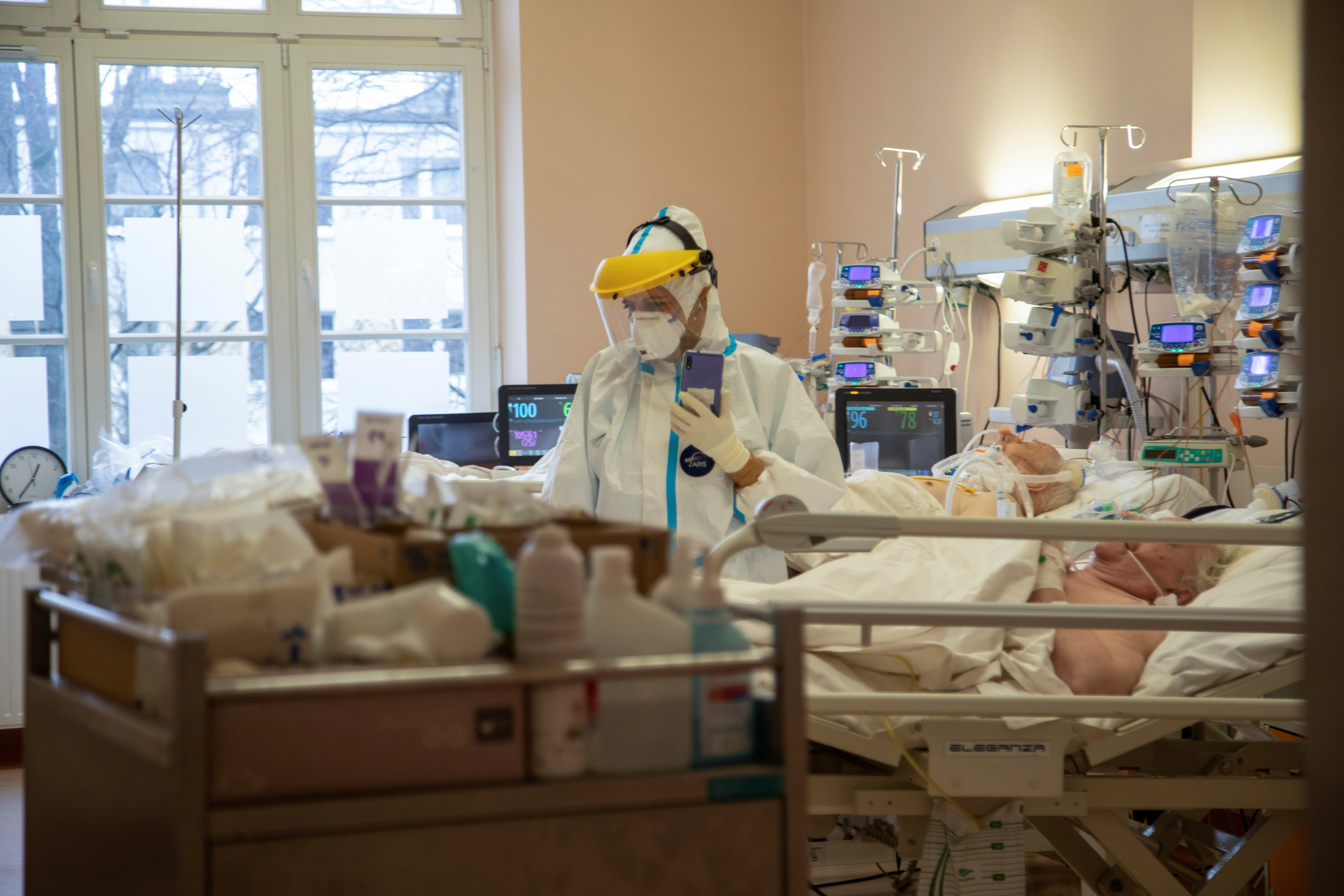 A medical worker attends to patients inside the coronavirus disease (COVID-19) ward at the University Clinical Hospital in Olsztyn, Poland, March 2, 2021. Picture taken March 2, 2021. REUTERS/Kuba Stezycki - RC2L3M96U7QA
