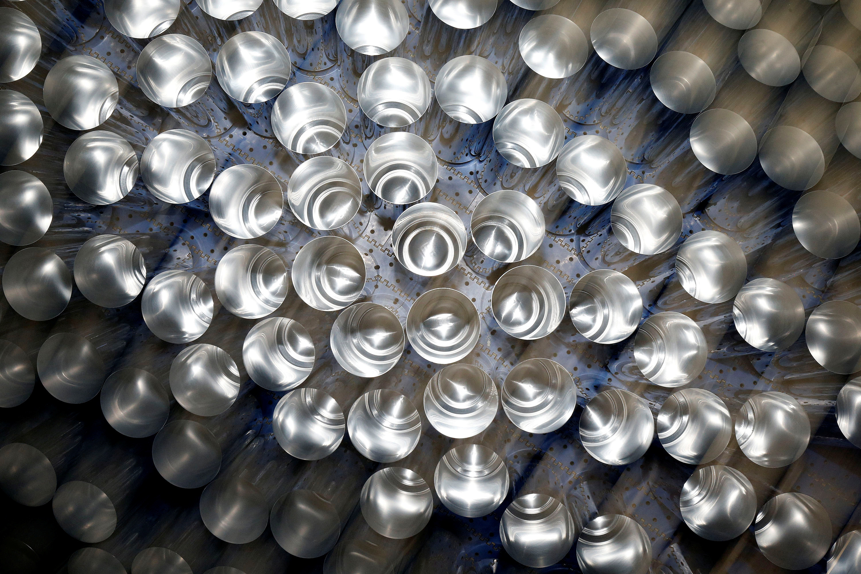 Aluminium cans leave the production line at Ball Corporation, Wakefield, Britain, October 18, 2019. REUTERS/Andrew Yates - RC1390683370