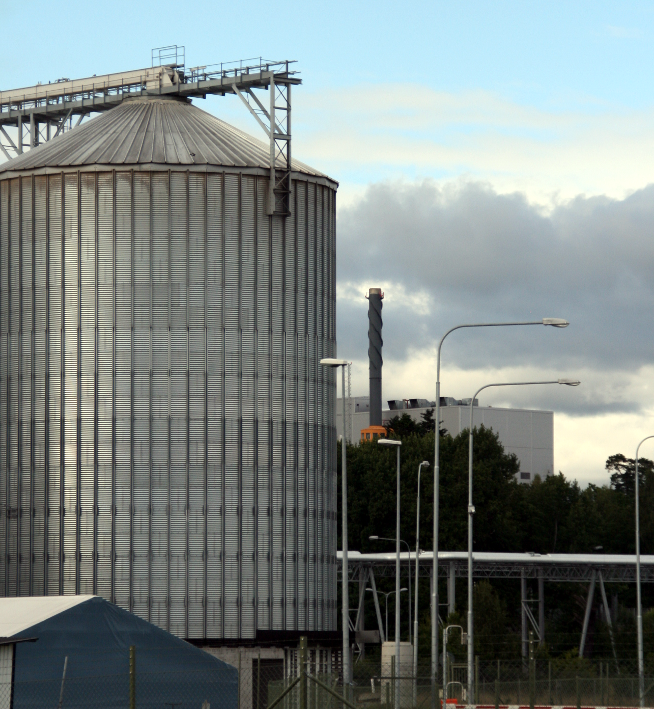 This ethanol plant uses waste steam from a nearby incinerator