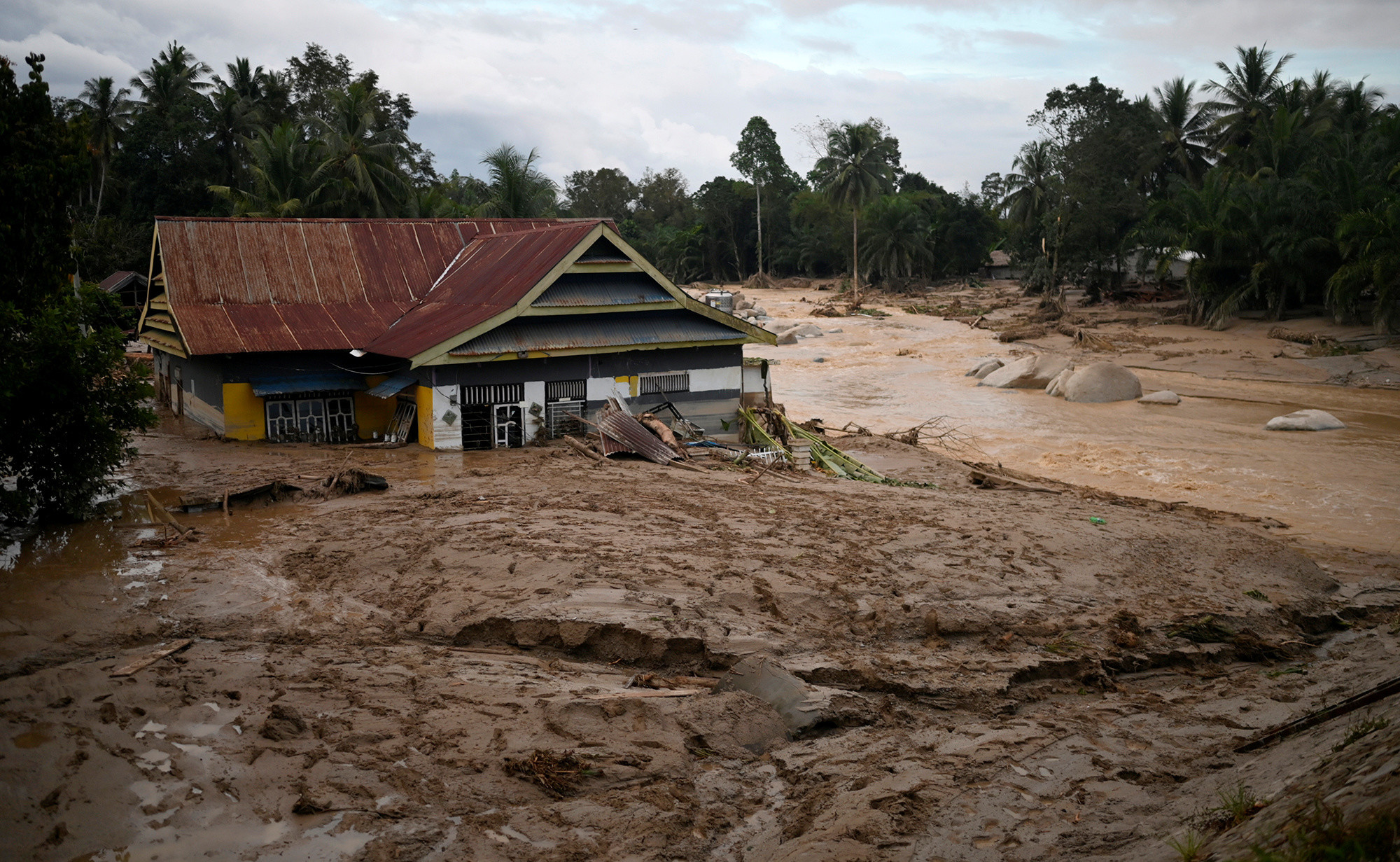 A house is seen submerged in mud after flash floods swept through a Radda Village, as several people were killed and dozens remain missing, in North Luwu in Sulawesi, Indonesia July 14, 2020, Picture taken July, 14 2020. Antara Foto/Hariandi Hafidi/via REUTERS  ATTENTION EDITORS - THIS IMAGE WAS PROVIDED BY THIRD PARTY. MANDATORY CREDIT. INDONESIA OUT. - RC2ETH9AXTA6