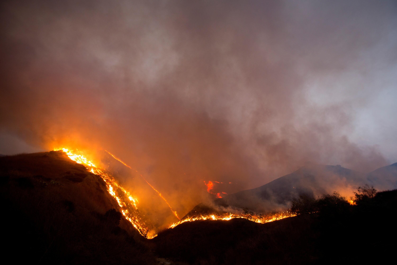 The Blue Ridge Fire burns in Yorba Linda, California, U.S., October 26, 2020. REUTERS/Ringo Chiu - RC2RQJ9IPM5R