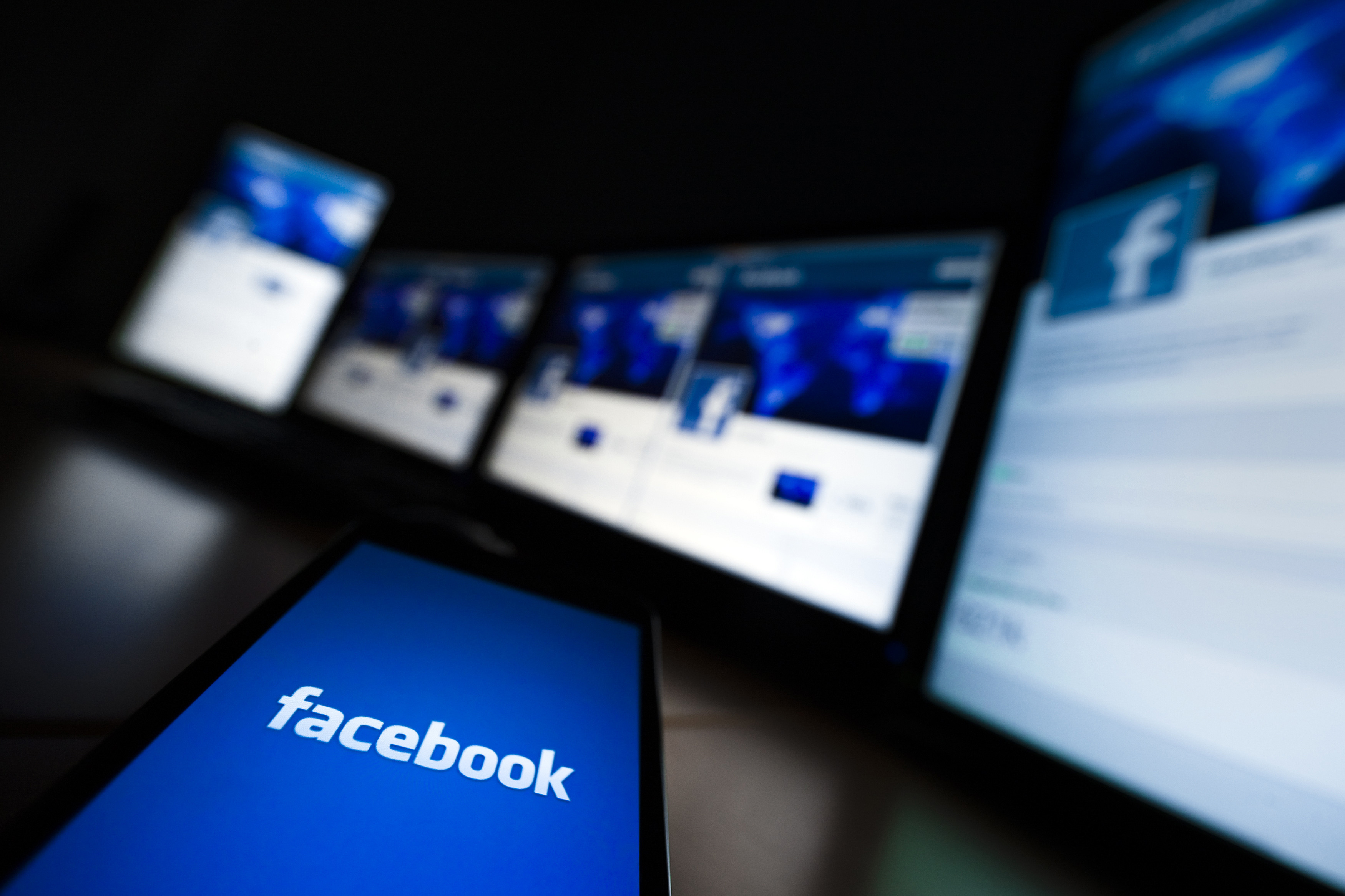 The loading screen of the Facebook application on a mobile phone is seen in this photo illustration taken in Lavigny May 16, 2012. Facebook Inc increased the size of its initial public offering by almost 25 percent, and could raise as much as $16 billion as strong investor demand for a share of the No.1 social network trumps debate about its long-term potential to make money. Facebook, founded eight years ago by Mark Zuckerberg in a Harvard dorm room, said on Wednesday it will add about 84 million shares to its IPO, floating about 421 million shares in an offering expected to be priced on Thursday. REUTERS/Valentin Flauraud (SWITZERLAND - Tags: BUSINESS SCIENCE TECHNOLOGY SOCIETY) - GM1E85H02ZT01