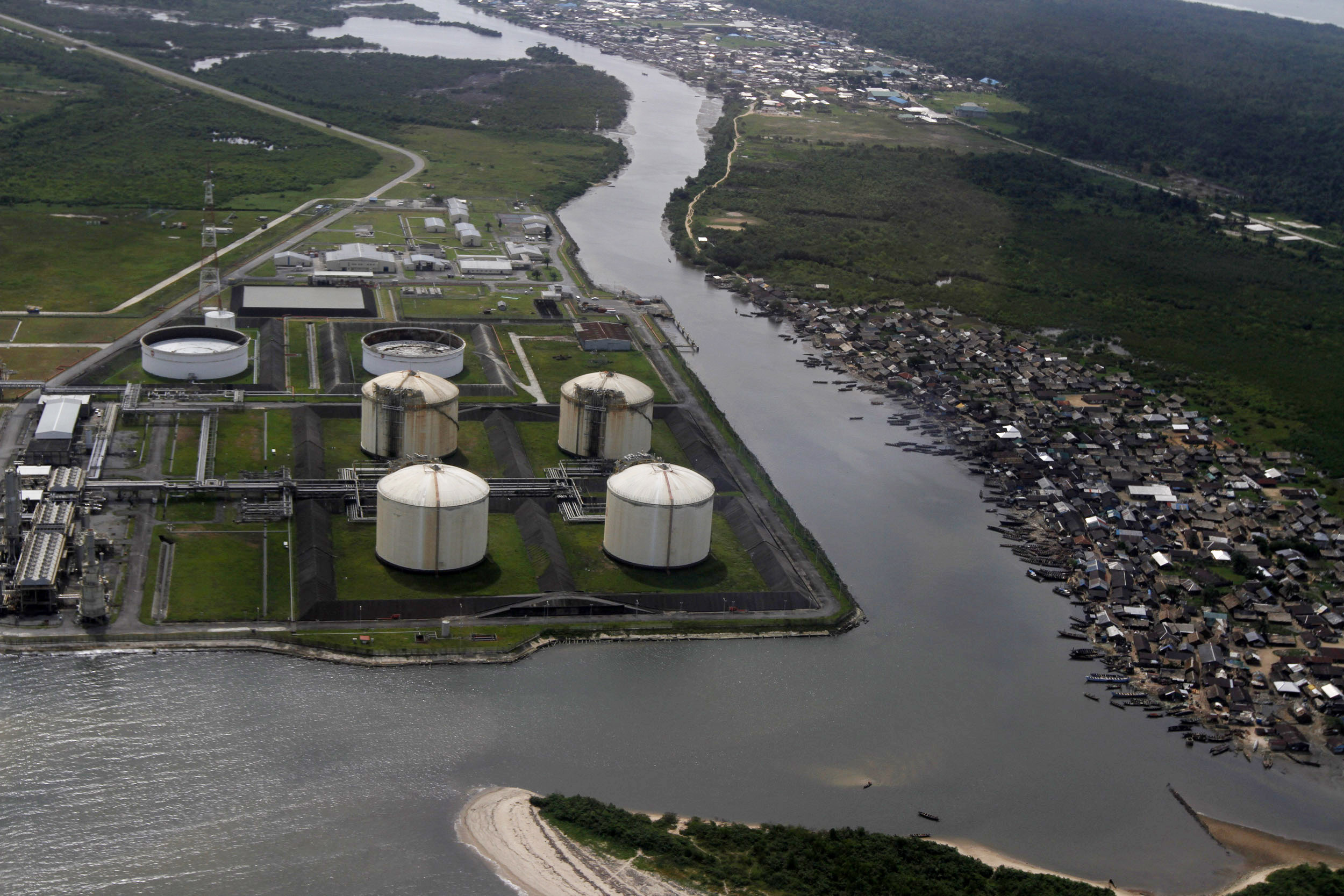 A view of the Nigeria Liquified Natural Gas Company (NLNG) near Finima village, during an aerial tour by the Royal Dutch Shell company, in Bonny March 22, 2013. REUTERS/Akintunde Akinleye (NIGERIA - Tags: ENERGY BUSINESS) - GM1E93N11XV01