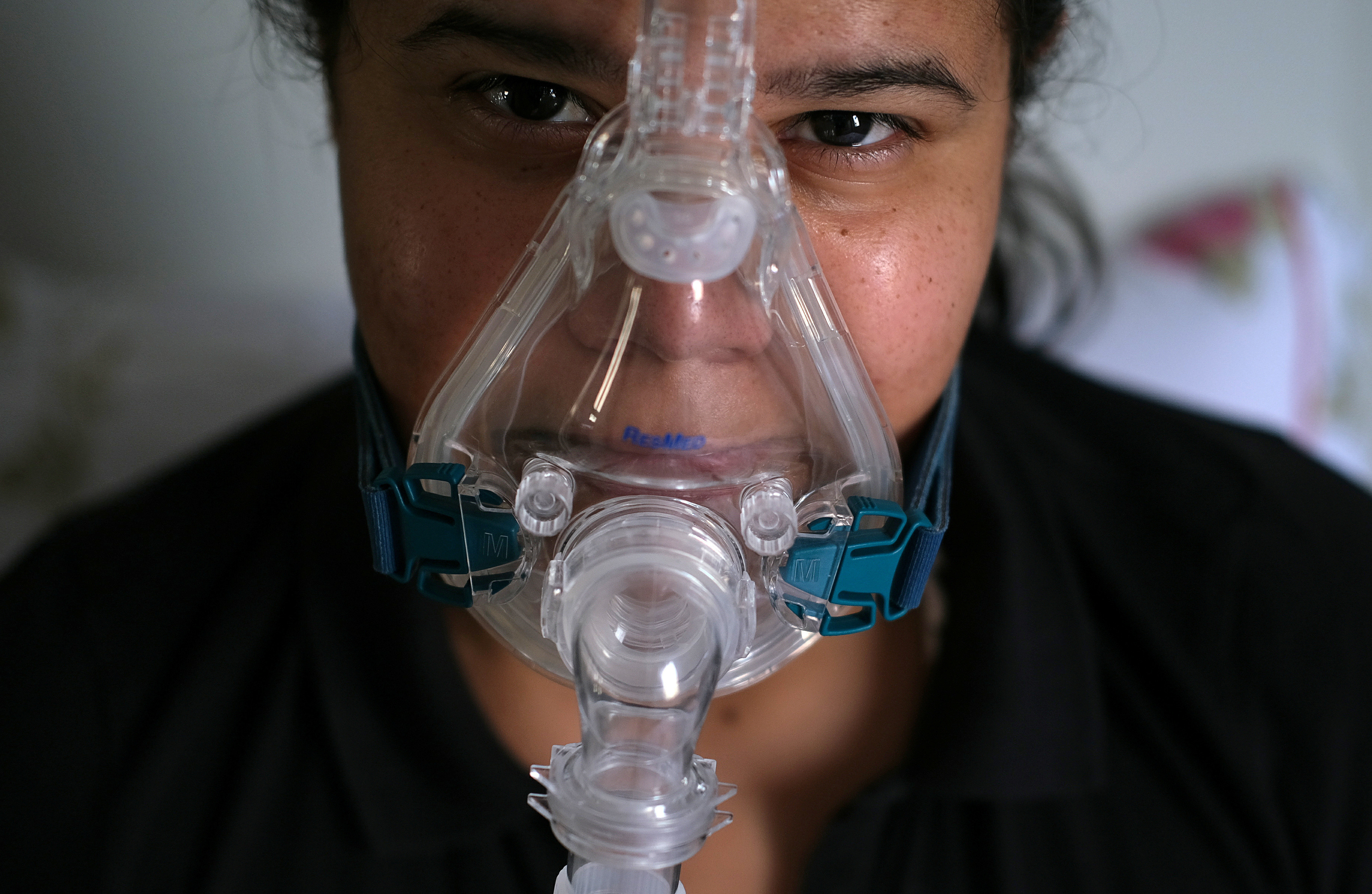 Physiotherapist Ana Carolina Xavier of FamilyCare, a group specialising in mobile physiotherapy care, and who also works at the ICU of Lagoa-Barra field hospital for COVID-19 patients, uses an oxygen machine during her treatment after being diagnosed with the coronavirus disease (COVID-19), at her house in Rio de Janeiro, Brazil June 25, 2020. Picture taken June 25, 2020. REUTERS/Ricardo Moraes - RC2T7I99DGDF