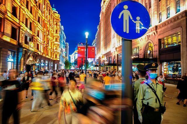 5月11日、中国は、母親たちと同じぐらい労働者を幸せにすることが将来のためになるだろう。上海で10日撮影