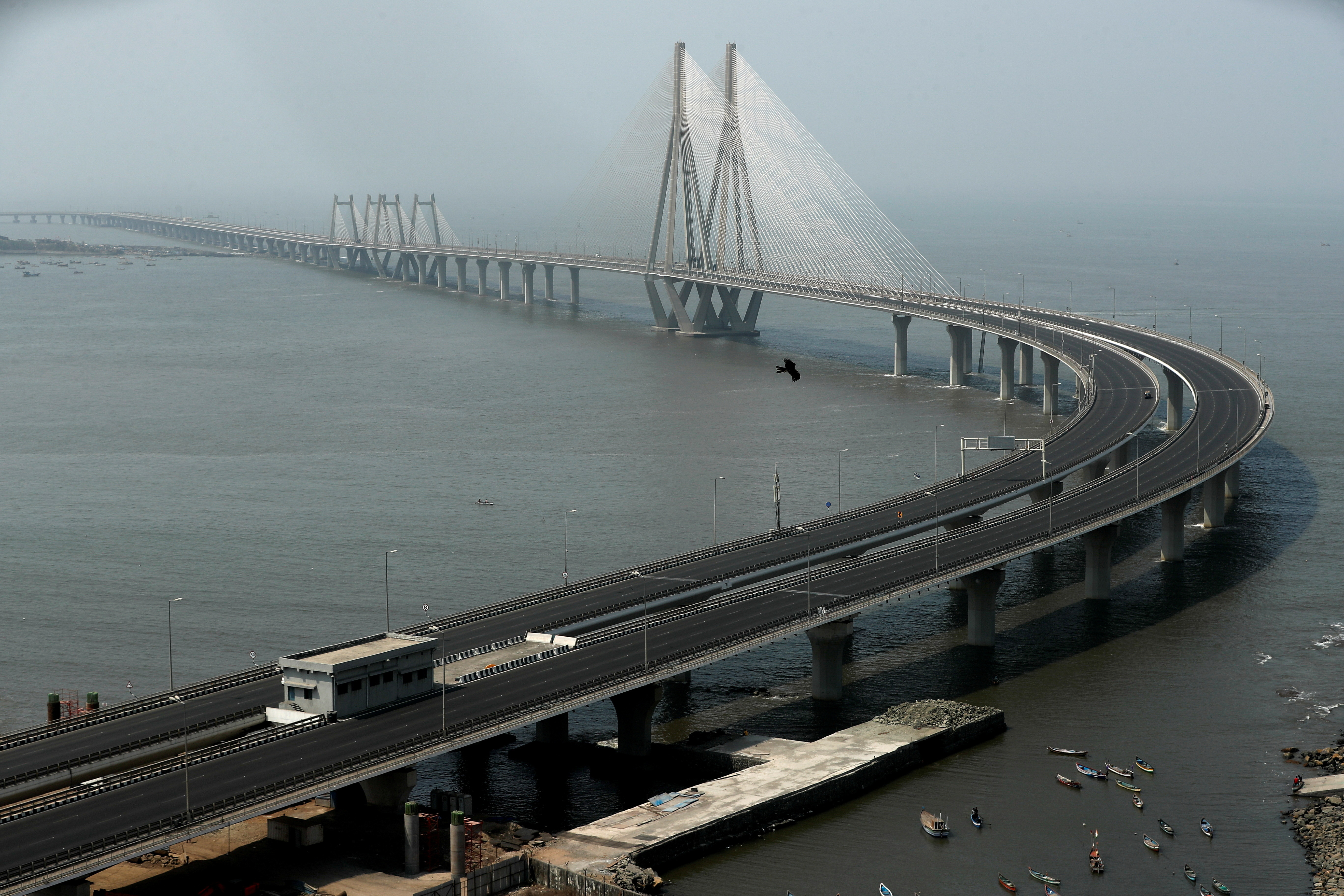 A deserted Bandra-Worli sea link is seen during a weekend lockdown to limit the spread of the coronavirus disease (COVID-19) in the country, in Mumbai, India, April 10, 2021. REUTERS/Francis Mascarenhas     TPX IMAGES OF THE DAY - RC2WSM9R881K