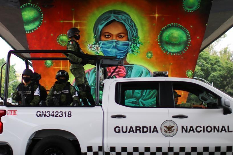 9月29日、ラテンアメリカが同時発生した3つの危機に直面している。写真はメキシコシティーの医療従事者をたたえる壁画。24日撮影