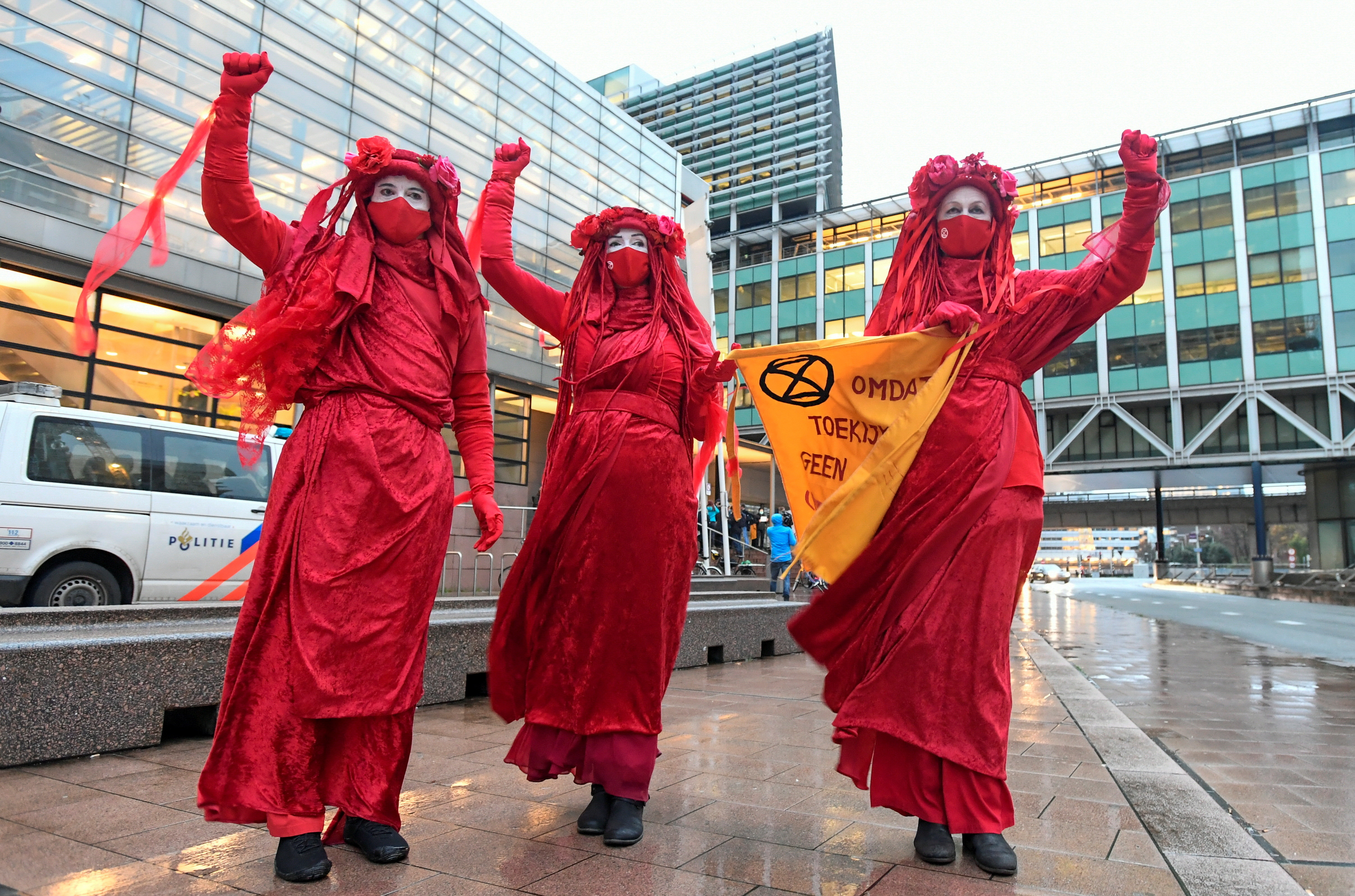 Environmental activists protest outside of a court during a hearing in a case environmentalist and human rights groups have brought on against Royal Dutch Shell to force the energy firm to cut its reliance on fossil fuels, in The Hague, Netherlands December 1, 2020. REUTERS/Piroschka Van De Wouw - RC28EK91T7BB