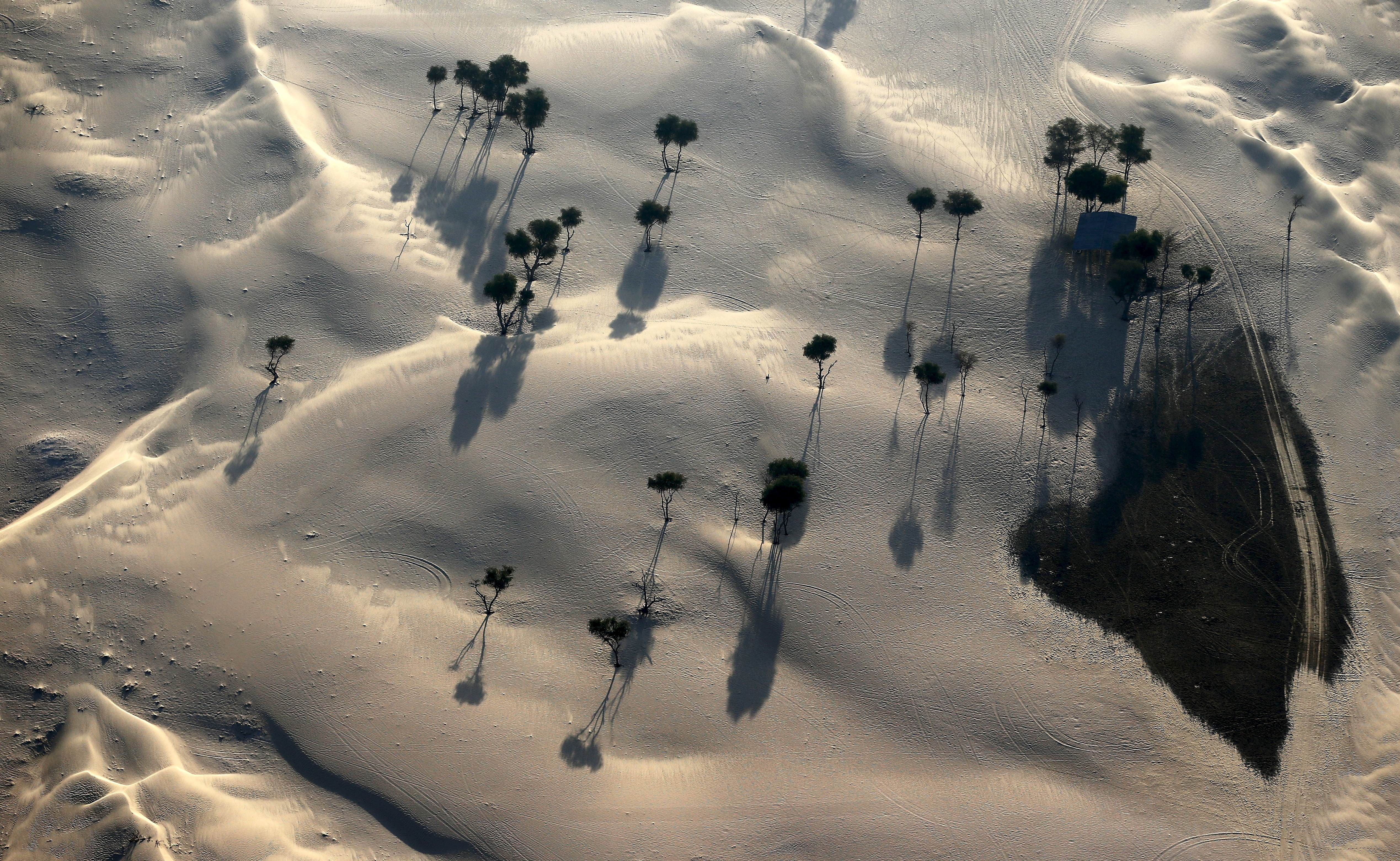 An aerial view of Nad Al Sheba Desert in Dubai December 9, 2015. Picture taken December 9, 2015. REUTERS/Karim Sahib/Pool - GF10000261124