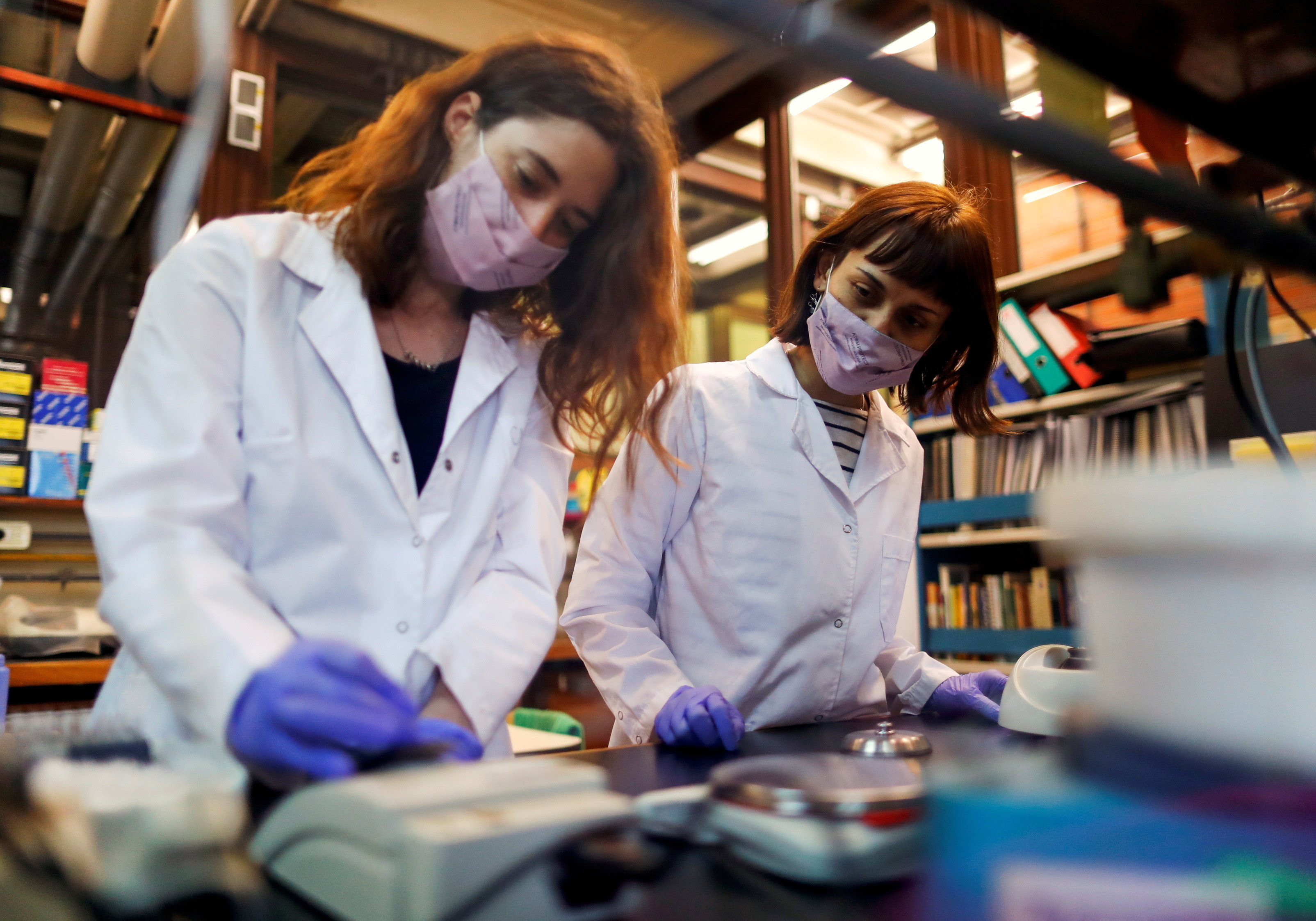Silvina Sonzogni (R), researcher member of the CONICET (National Scientific and Technical Research Council), works next to student Eliana Rozowykwiat, at the laboratory of Neurogenetics of the University Buenos Aires, in Buenos Aires, Argentina May 13, 2021. REUTERS/Agustin Marcarian - RC25FN9ZSL50