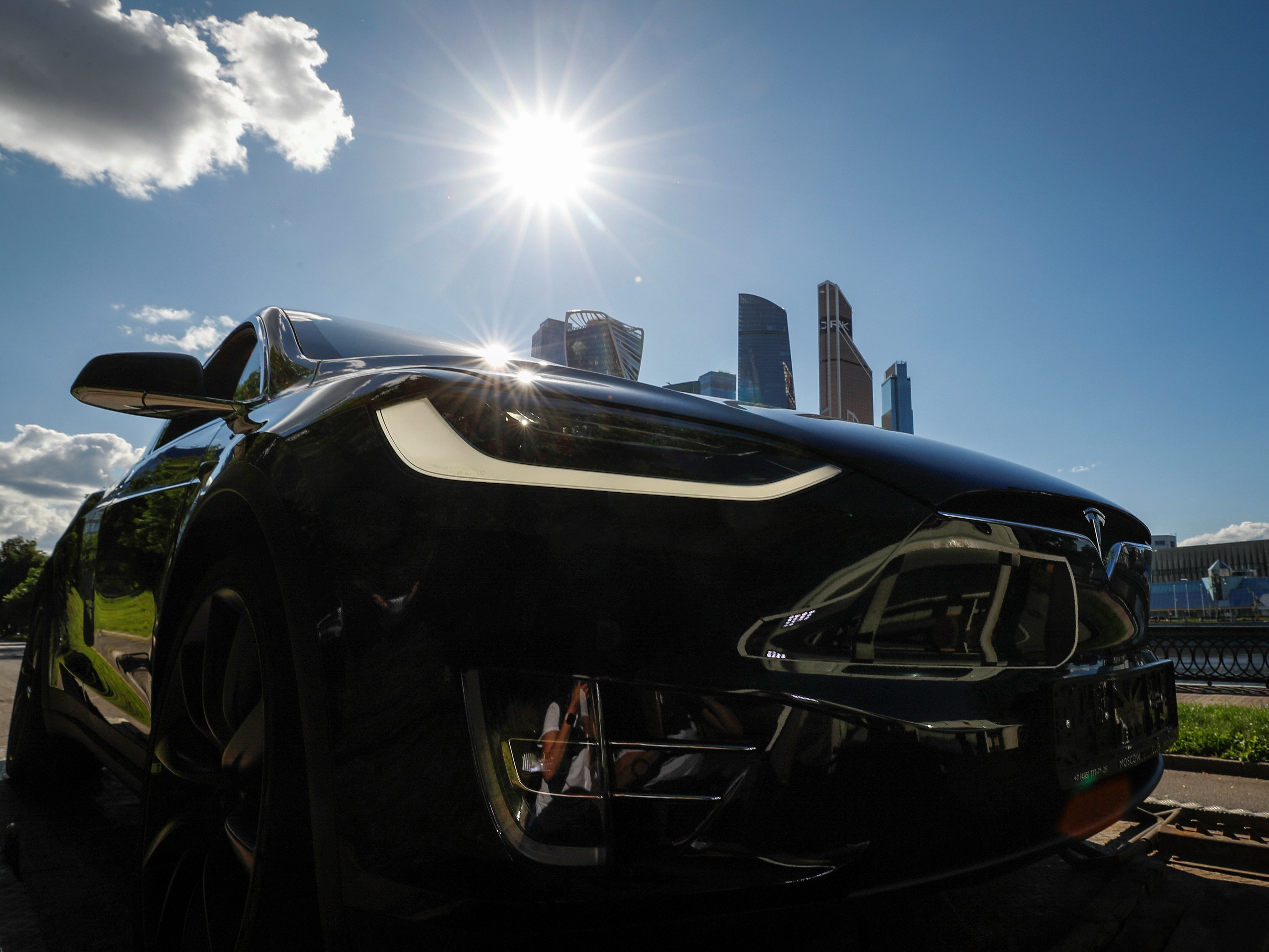 A Tesla Model X electric vehicle is shown in this picture illustration taken in Moscow, Russia July 23, 2020. Picture taken July 23, 2020. REUTERS/Evgenia Novozhenina - RC2D6I9SFJ76
