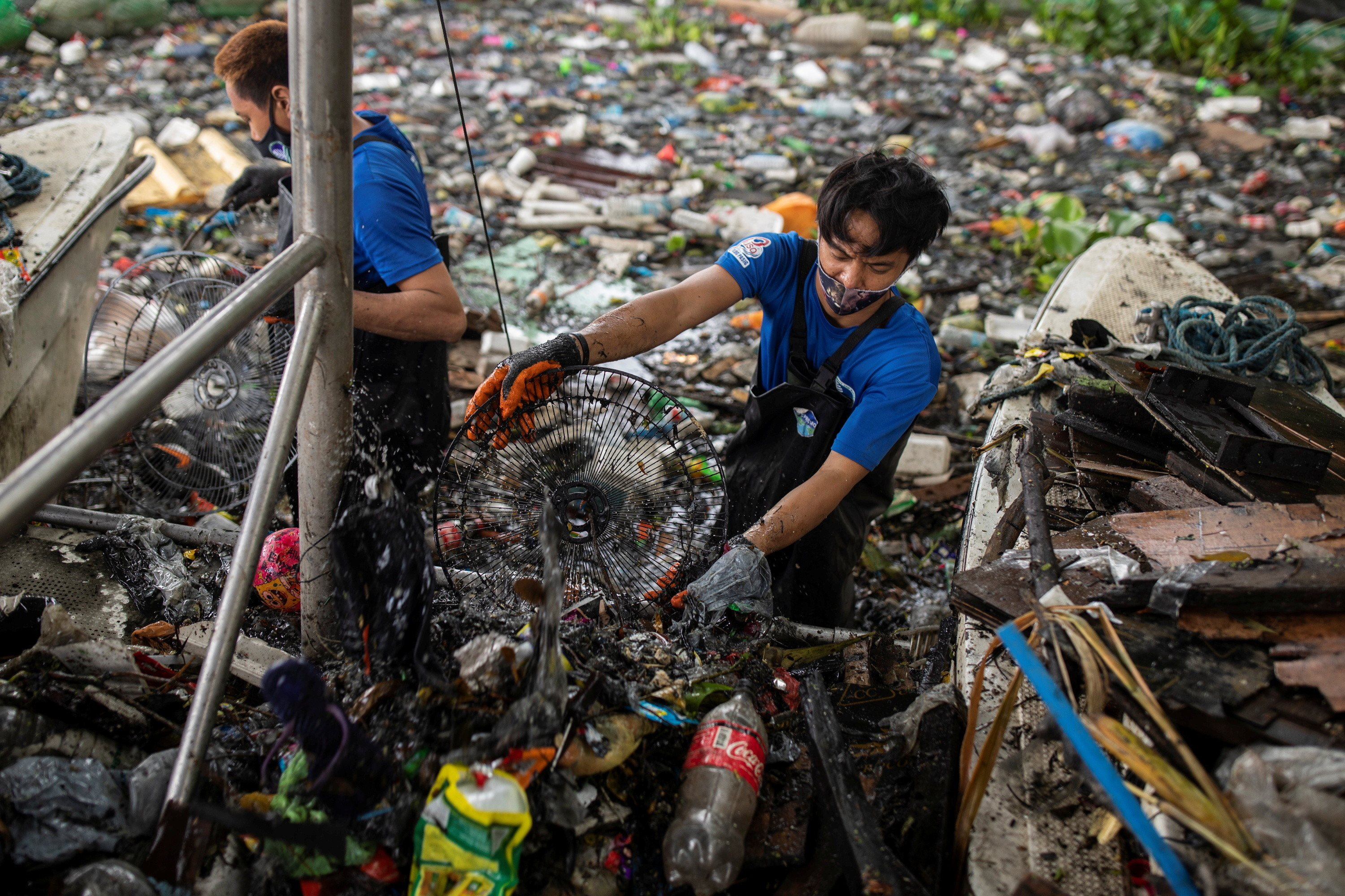 River-Warriors-trash-boat-Pasig-River-most-polluted-world-Philippines