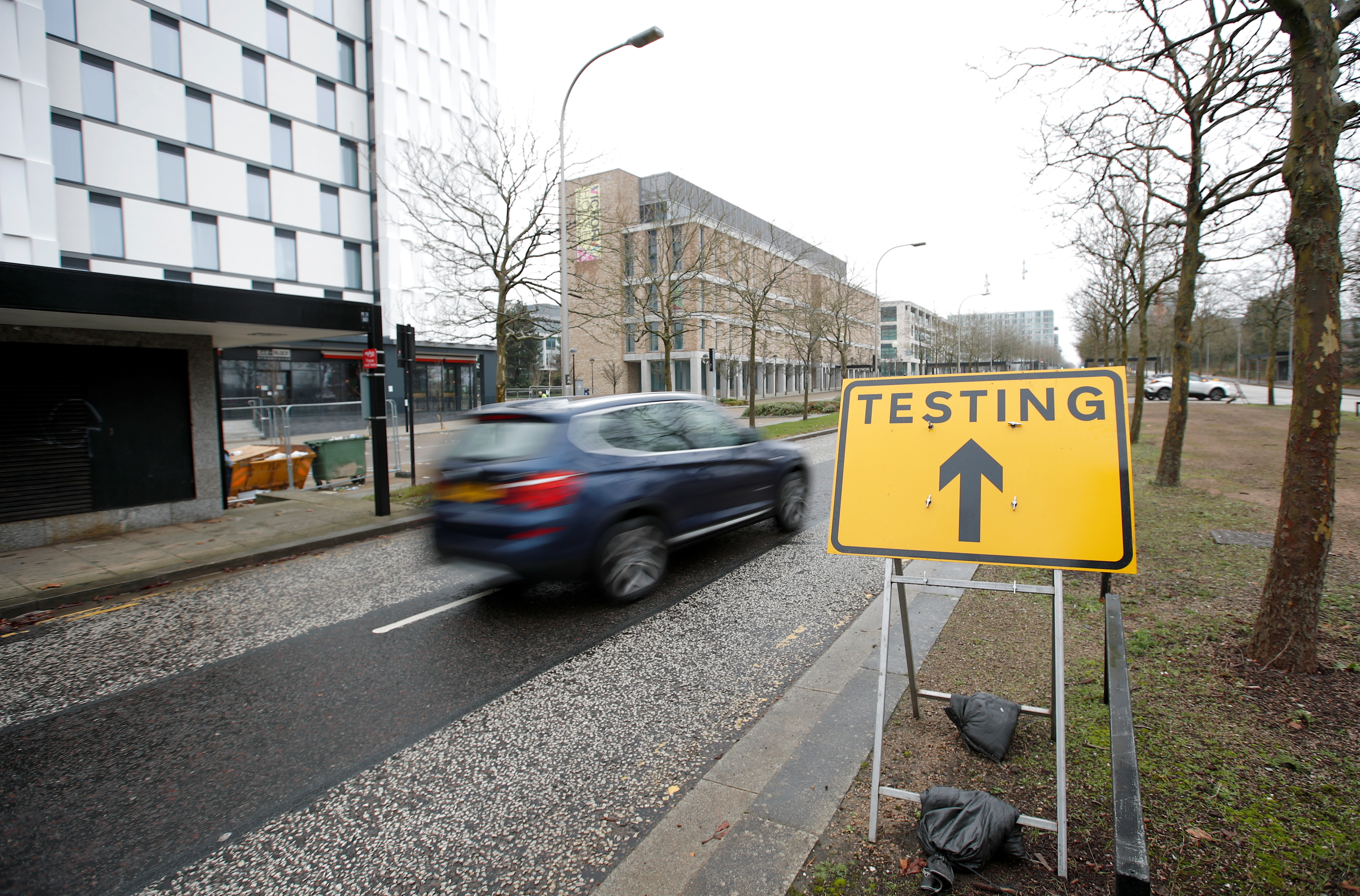 A car drives past a sign directing to the testing centre amid the outbreak of the coronavirus disease (COVID-19) in Milton Keynes, Britain, January 1, 2021. REUTERS/Andrew Boyers - RC24ZK9LFMFJ