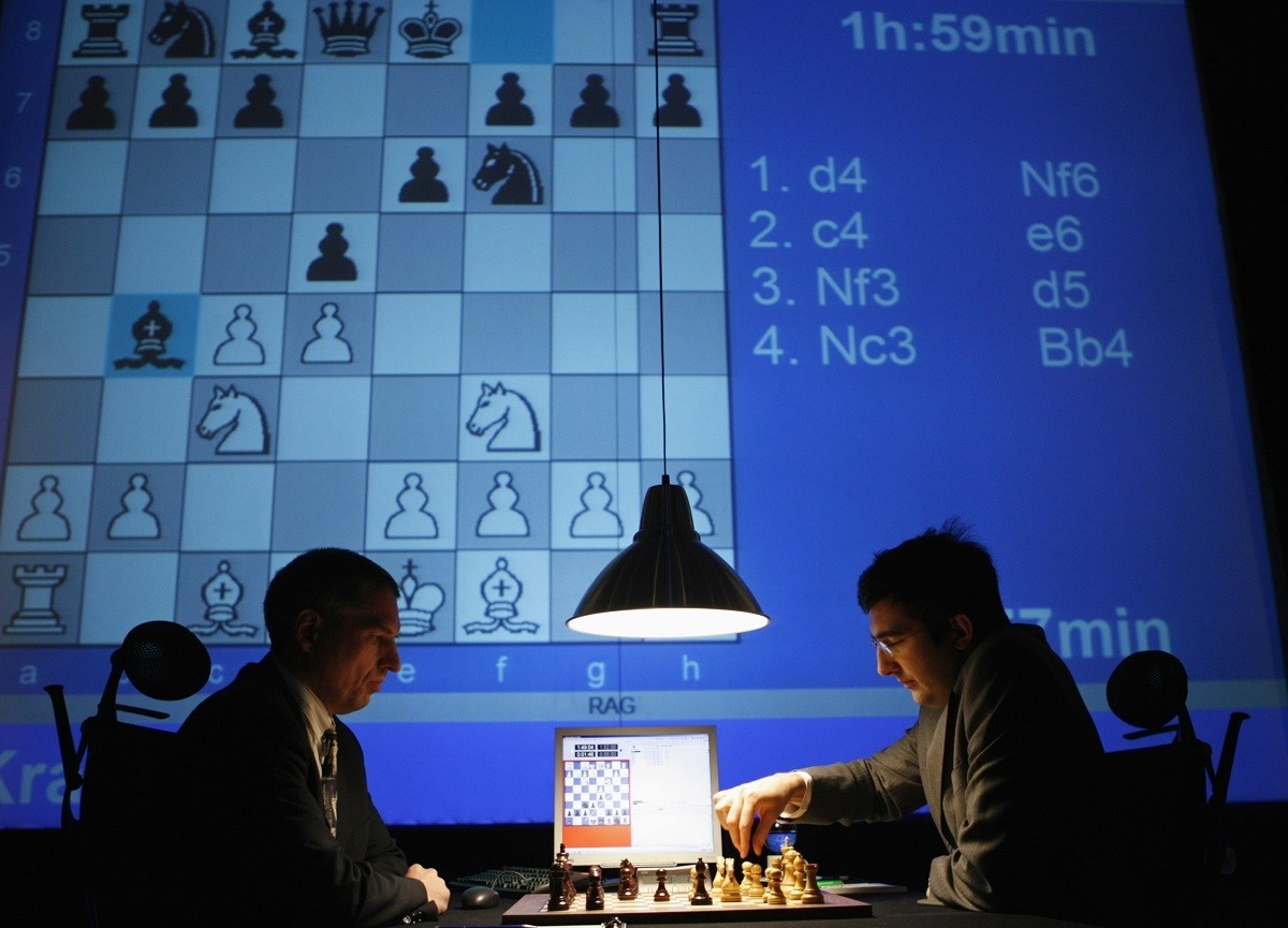 Classical World Chess Champion Vladimir Kramnik (R) from Russia concentrates during a chess match against the world's leading chess computer, Deep Fritz, in Bonn December 3, 2006. The six games in the duel between Vladimir Kramnik and Deep Fritz, the chess computer developed by Hamburg-based Chessbase, will be held from November 25 to December 5, 2006. If Kramnik wins he will earn one million US dollars.  REUTERS/Ina Fassbender     (GERMANY) - GM1DUBTAAKAA