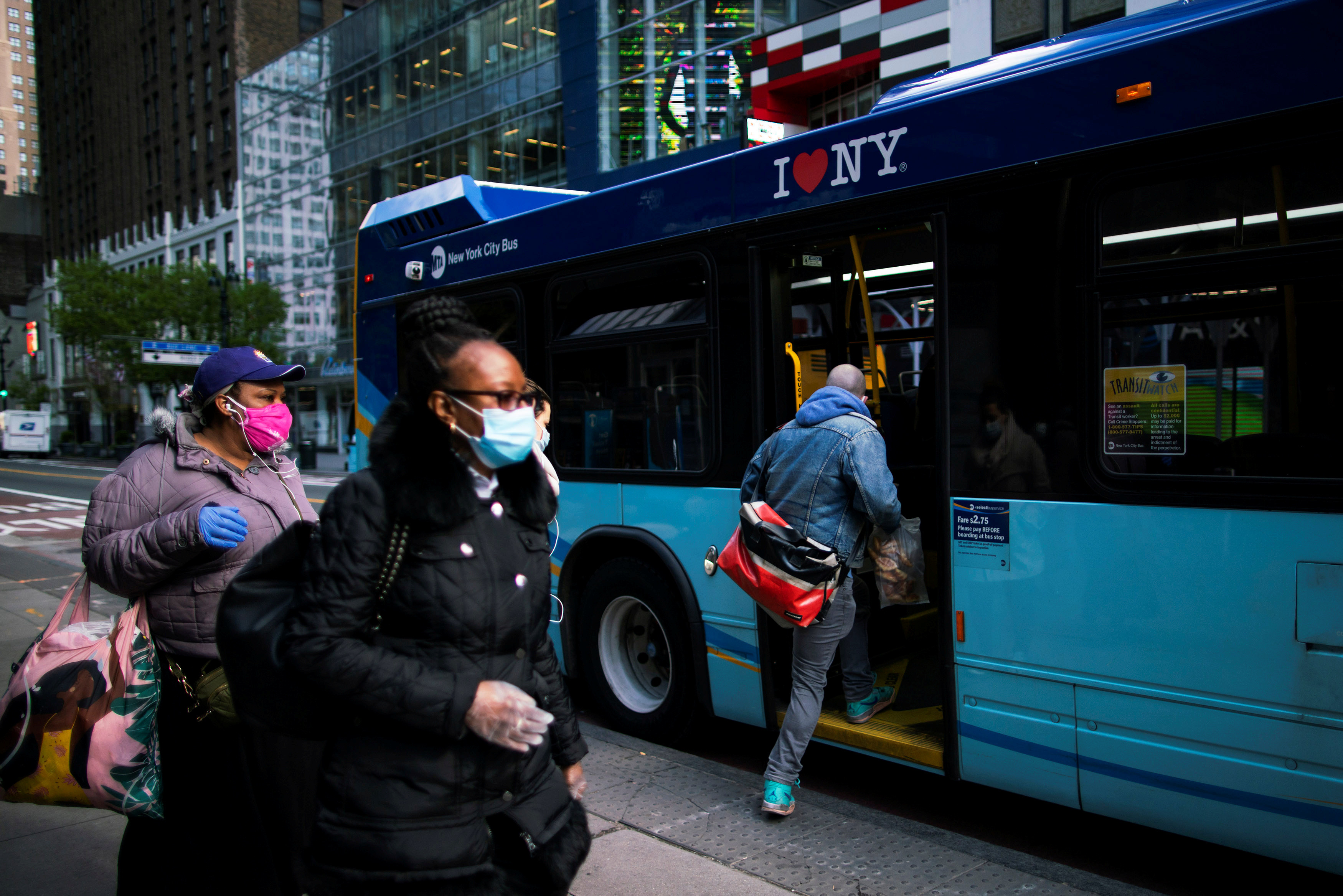 People go into the New York City The Metropolitan Transportation Authority (MTA) bus system by the back door, during the outbreak of the coronavirus disease (COVID-19) in New York City, New York, U.S., April 22, 2020. REUTERS/Eduardo Munoz - RC2R9G984CTO