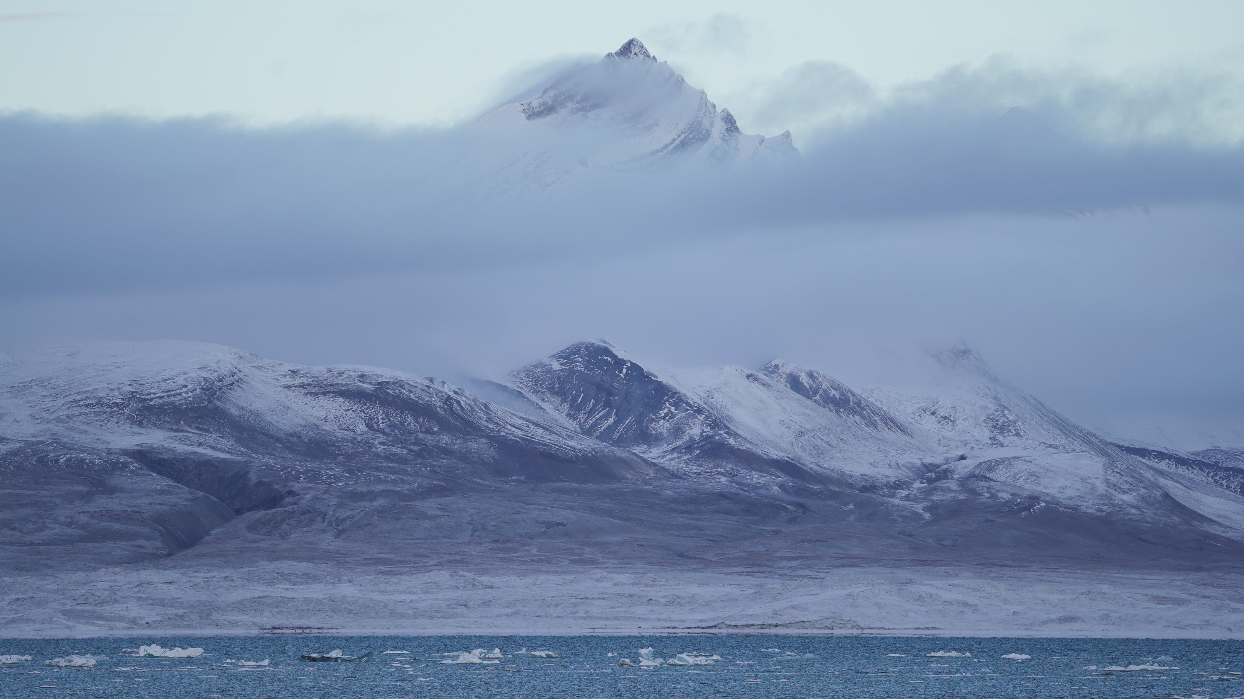 A view across Yoldiabukta Bay towards Spitsbergen island, part of the Svalbard archipelago in northern Norway, September 27, 2020. Picture taken September 27, 2020. REUTERS/Natalie Thomas - RC2N7J99MDEV