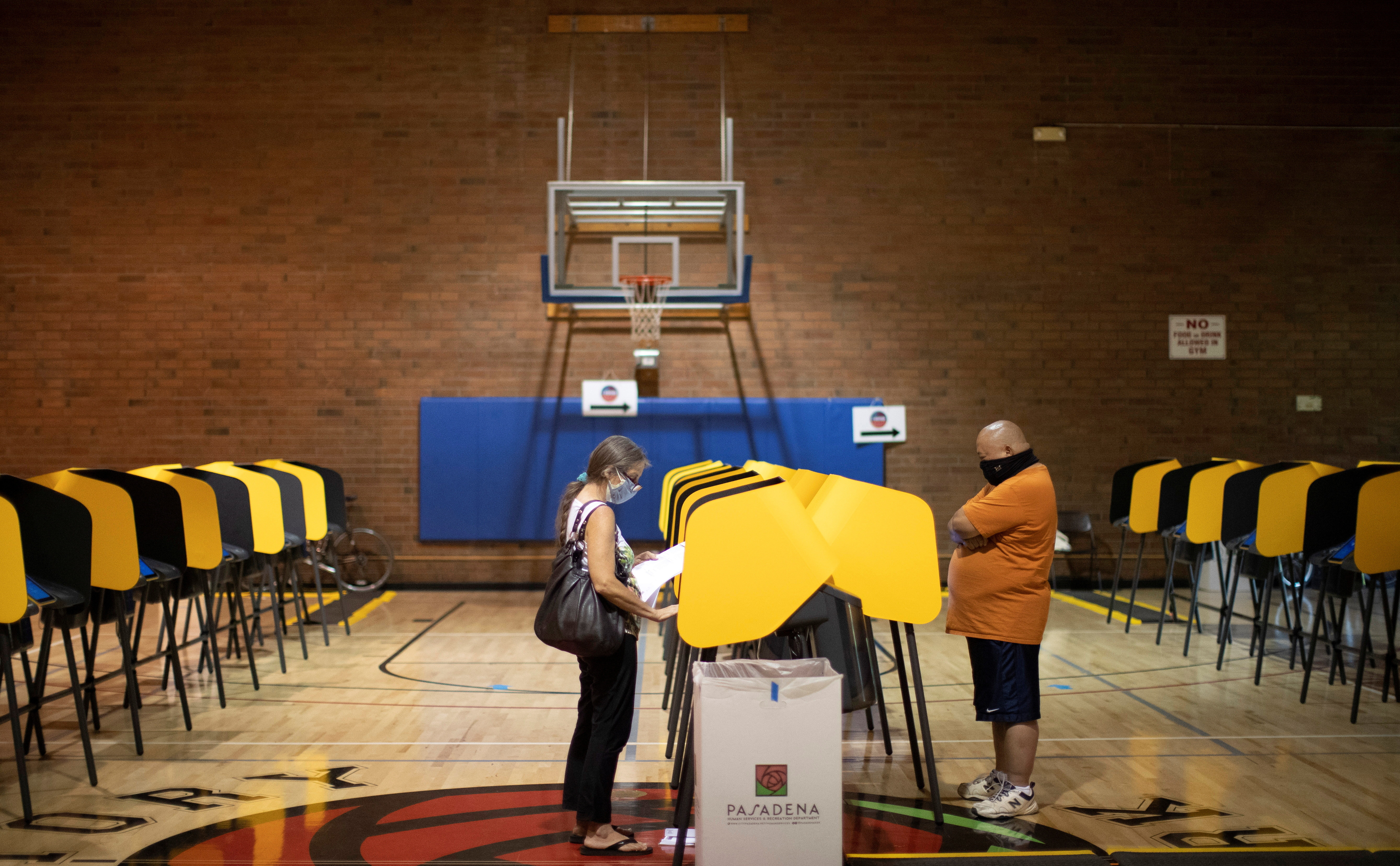 People vote during the U.S. presidential election in the gymnasium of the Victory Park Recreation Center during the outbreak of the coronavirus disease (COVID-19), in Pasadena, California, U.S., November 2, 2020. REUTERS/Mario Anzuoni - RC2HVJ919MIK