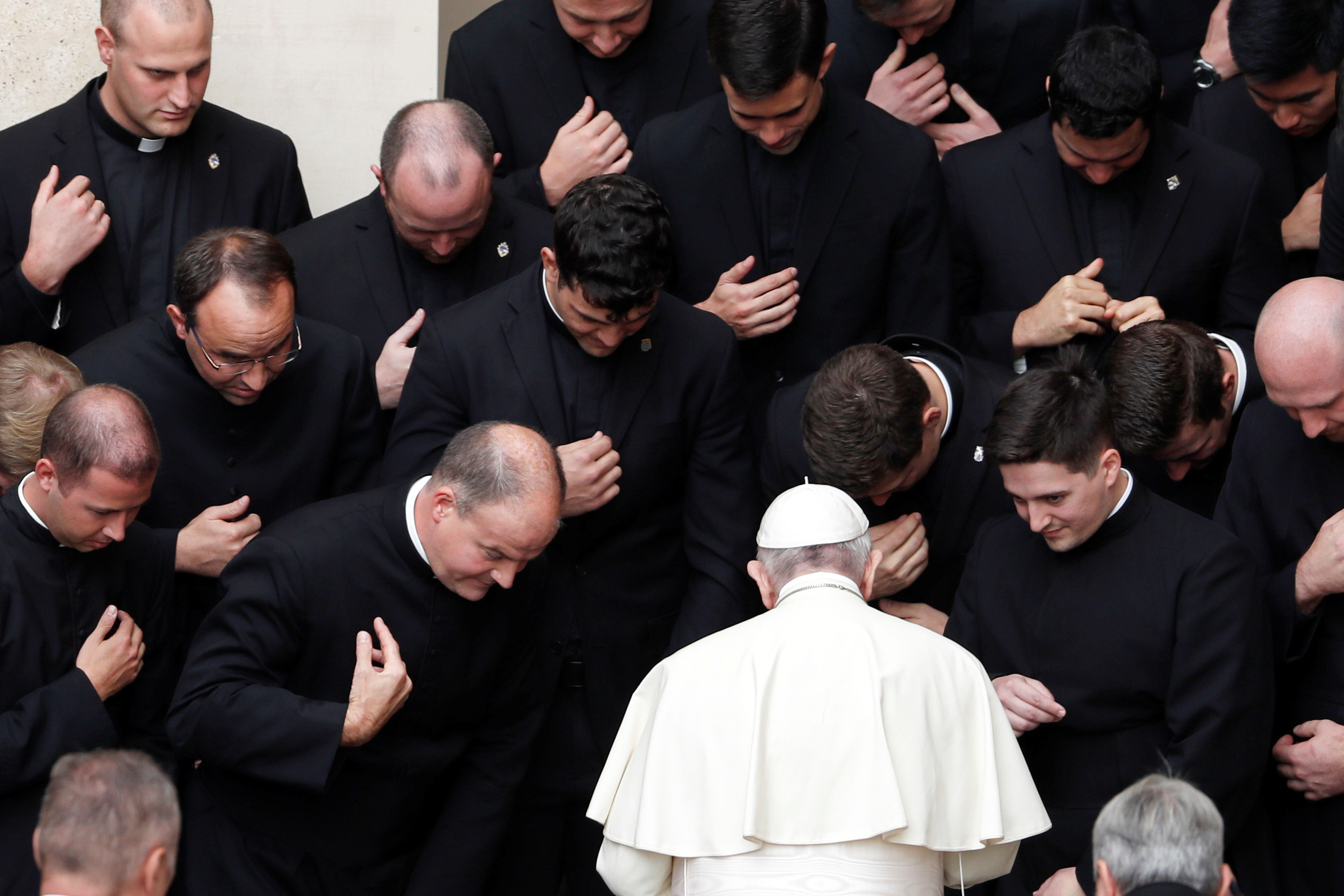 Pope Francis meets with members of the clergy after his weekly general audience at the San Damaso courtyard, at the Vatican, September 30 2020. REUTERS/Yara Nardi - RC2X8J96HY8F