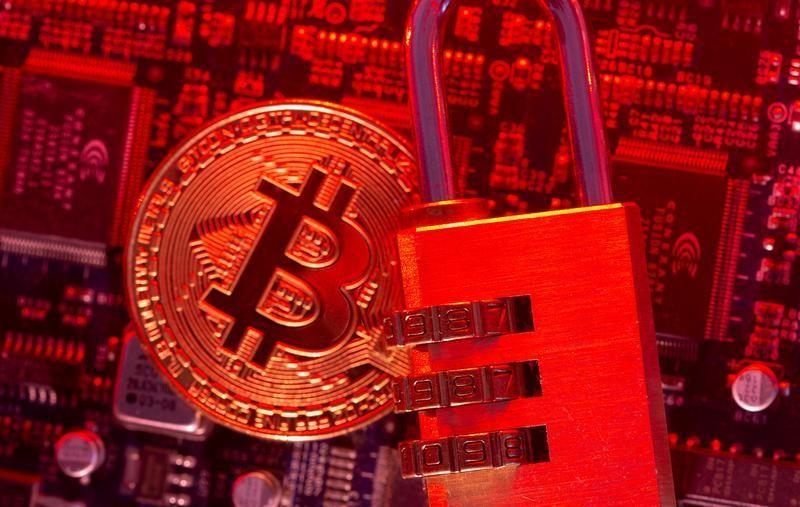 5月14日、ランサムウエアによるサイバー攻撃で要求される身代金と言えば、かつては印のないドル紙幣と相場が決まっていた。写真はビットコインのイメージ。4日撮影