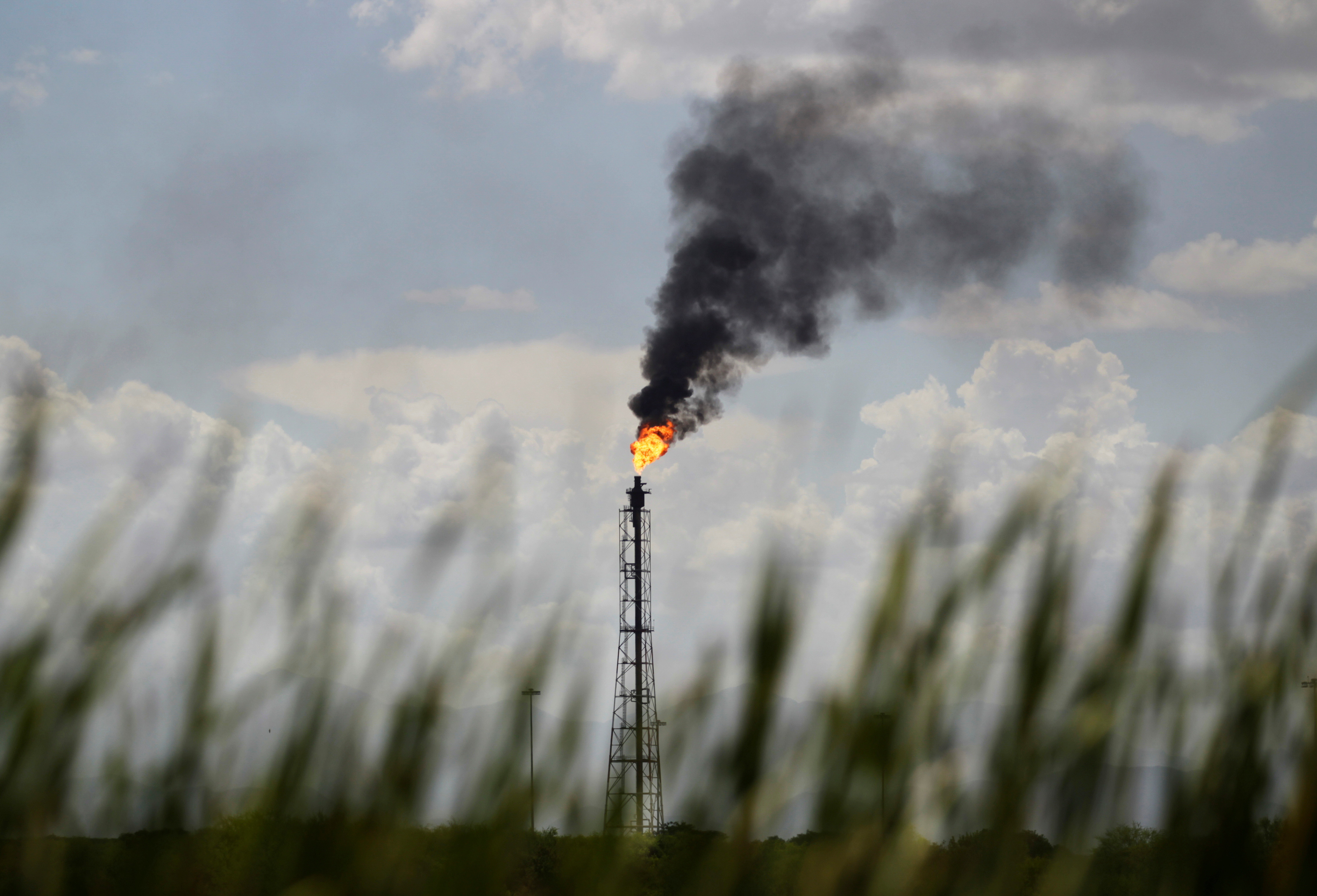 A flare stack of the refinery of Mexico's national oil company Pemex is pictured in Cadereyta, on the outskirts of Monterrey, Mexico, August 27, 2021. REUTERS/Daniel Becerril - RC2RDP9RLUQJ
