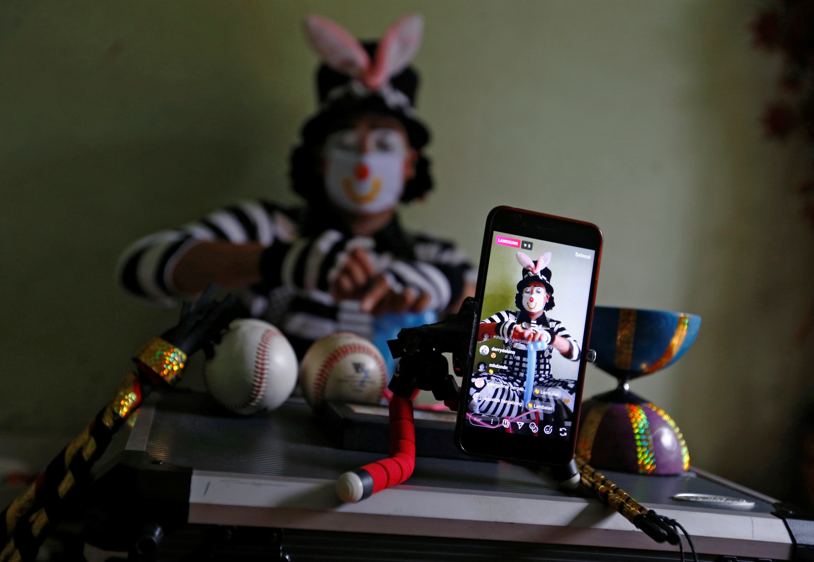 a clown from indonesia streams his magic service on social media due to COVID-19 limiting his performances