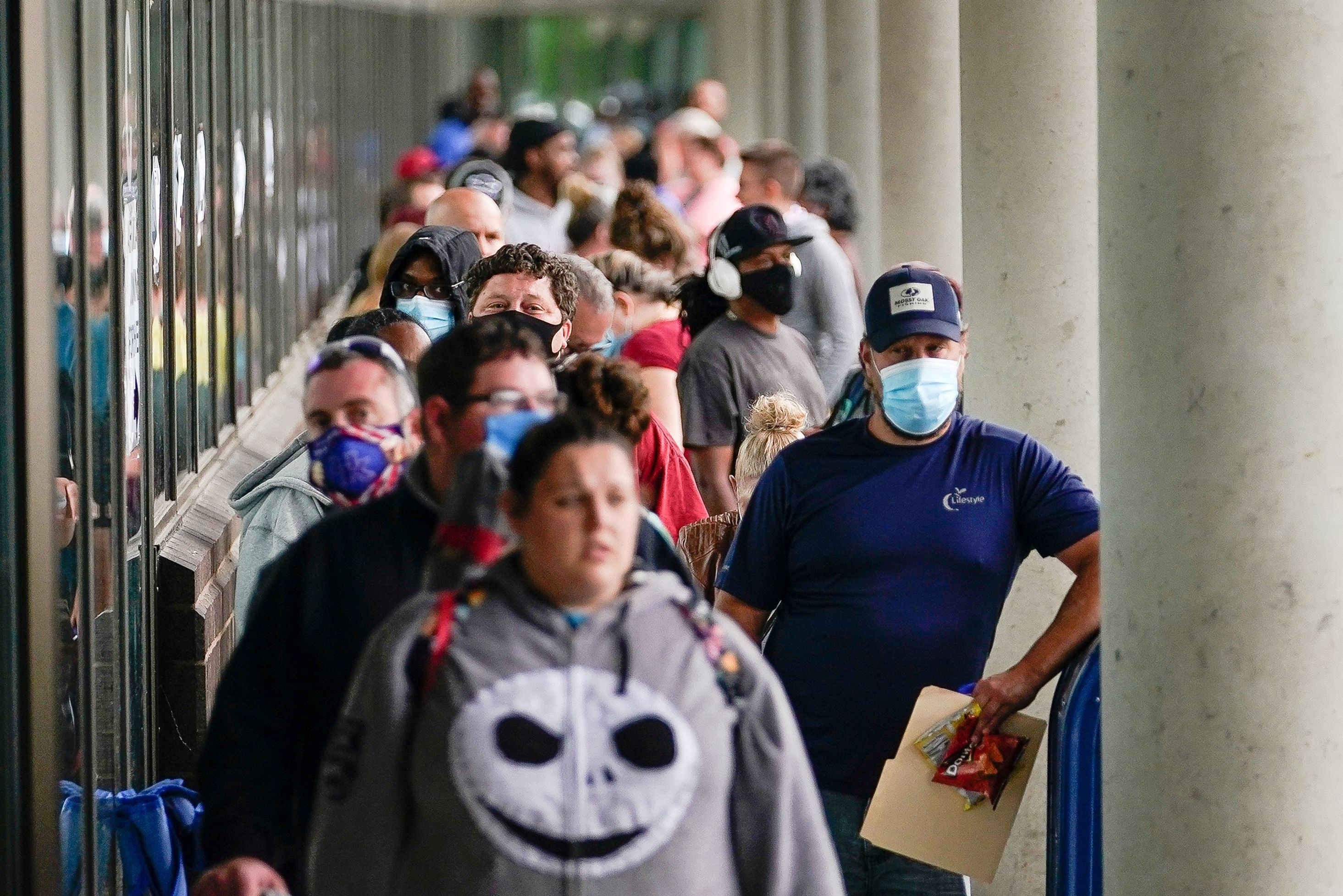 Hundreds of people line up outside a Kentucky Career Center hoping to find assistance with their unemployment claim in Frankfort, Kentucky, U.S. June 18, 2020. REUTERS/Bryan Woolston - RC2TBH9T4NMH