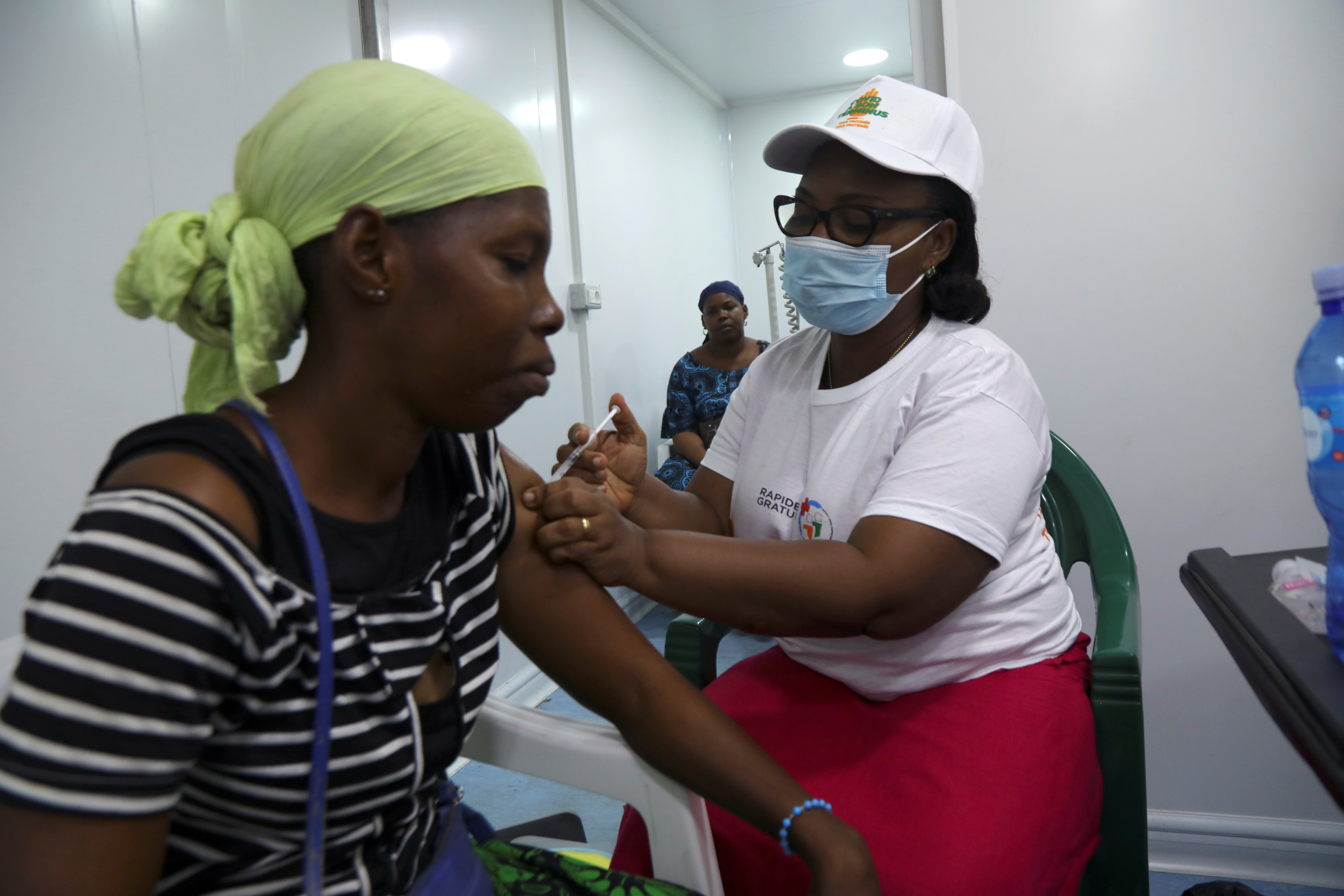A woman receives a vaccination against the coronavirus disease (COVID-19) during a prevention campaign at a mobile vaccination center in Abidjan, Ivory Coast July 5, 2021. REUTERS/Luc Gnago - RC2EEO9R7GSL