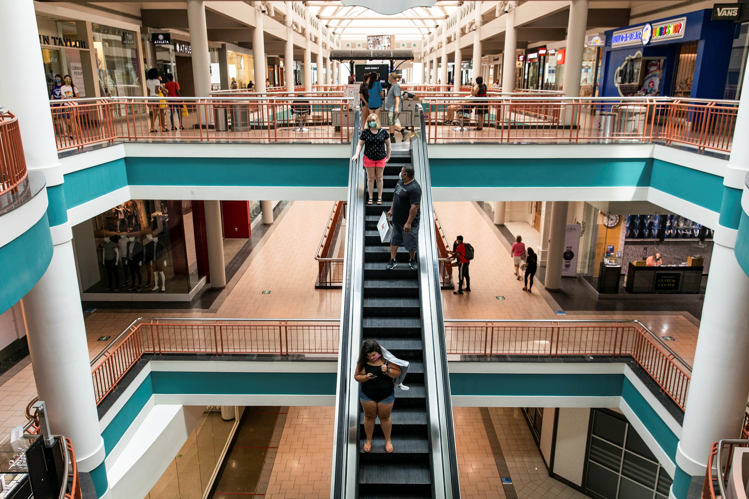 Destiny USA mall reopens as the coronavirus disease (COVID-19) restrictions are eased in Syracuse, New York, U.S., July 10, 2020.  REUTERS/Maranie Staab - RC2OQH9YDL6M