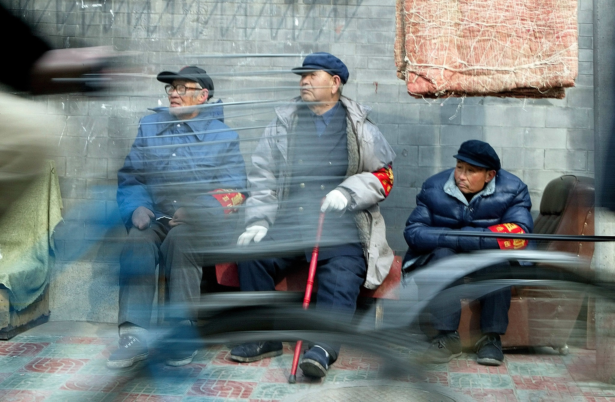 Chinese cyclists ride past three elderly men from neigbourhood watchcommittees in central Beijing February 27, 2003. Thousands of elderly localresidents from neigbourhood watch committees have stepped up their vigilanceas part of a citywide campaign to tighten security ahead of the annualsession of the National People's Congress, or parliament, due to convene onMarch 5. REUTERS/Guang Niu      Pictures of the Year 2003ASW/FA - RP3DRIPEVPAA
