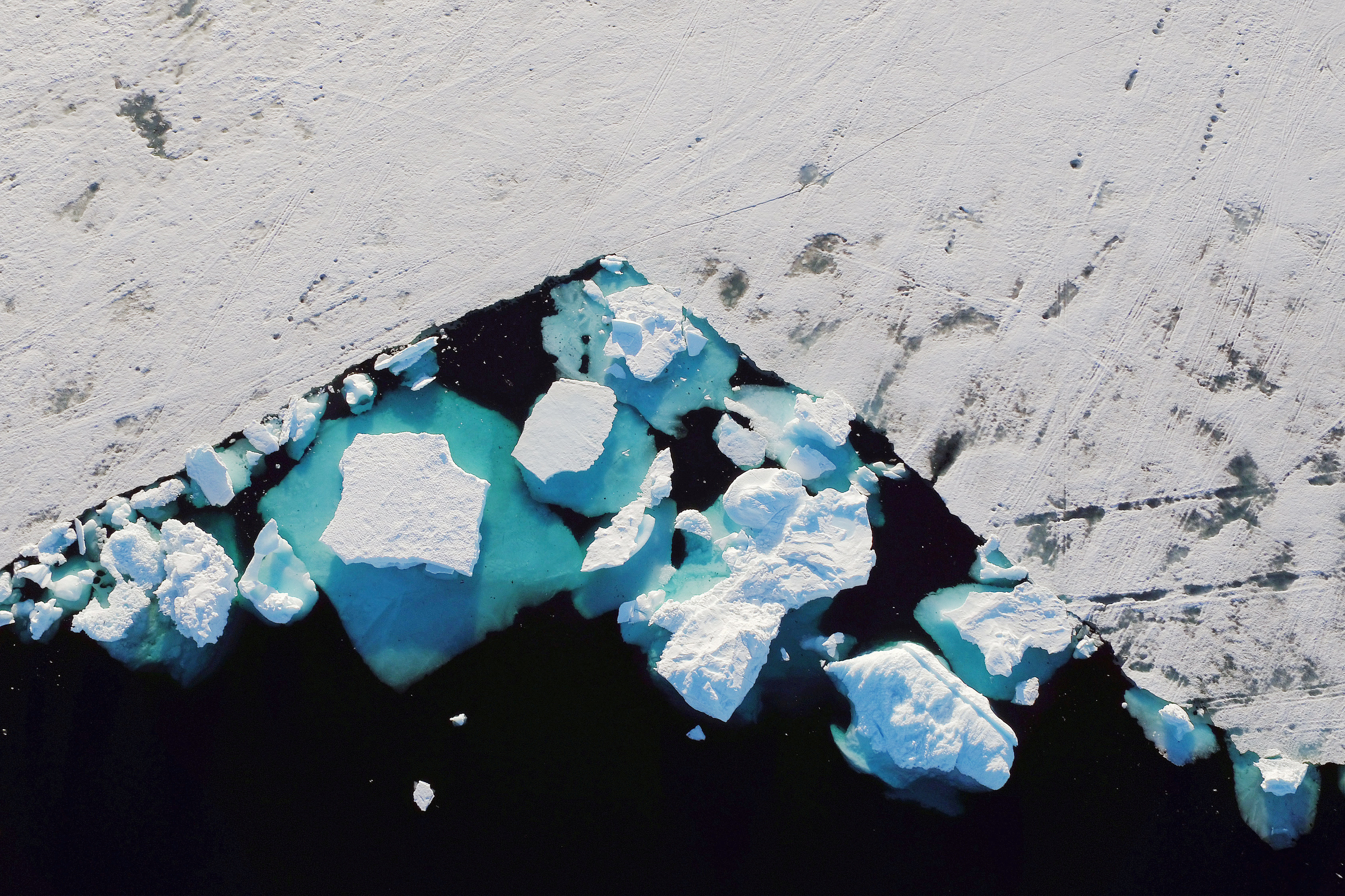 """An iceberg floats in a fjord near the town of Tasiilaq, Greenland, June 18, 2018. REUTERS/Lucas Jackson  SEARCH """"POY GLOBAL"""" FOR FOR THIS STORY. SEARCH """"REUTERS POY"""" FOR ALL BEST OF 2018 PACKAGES. TPX IMAGES OF THE DAY. - RC191470D0D0"""