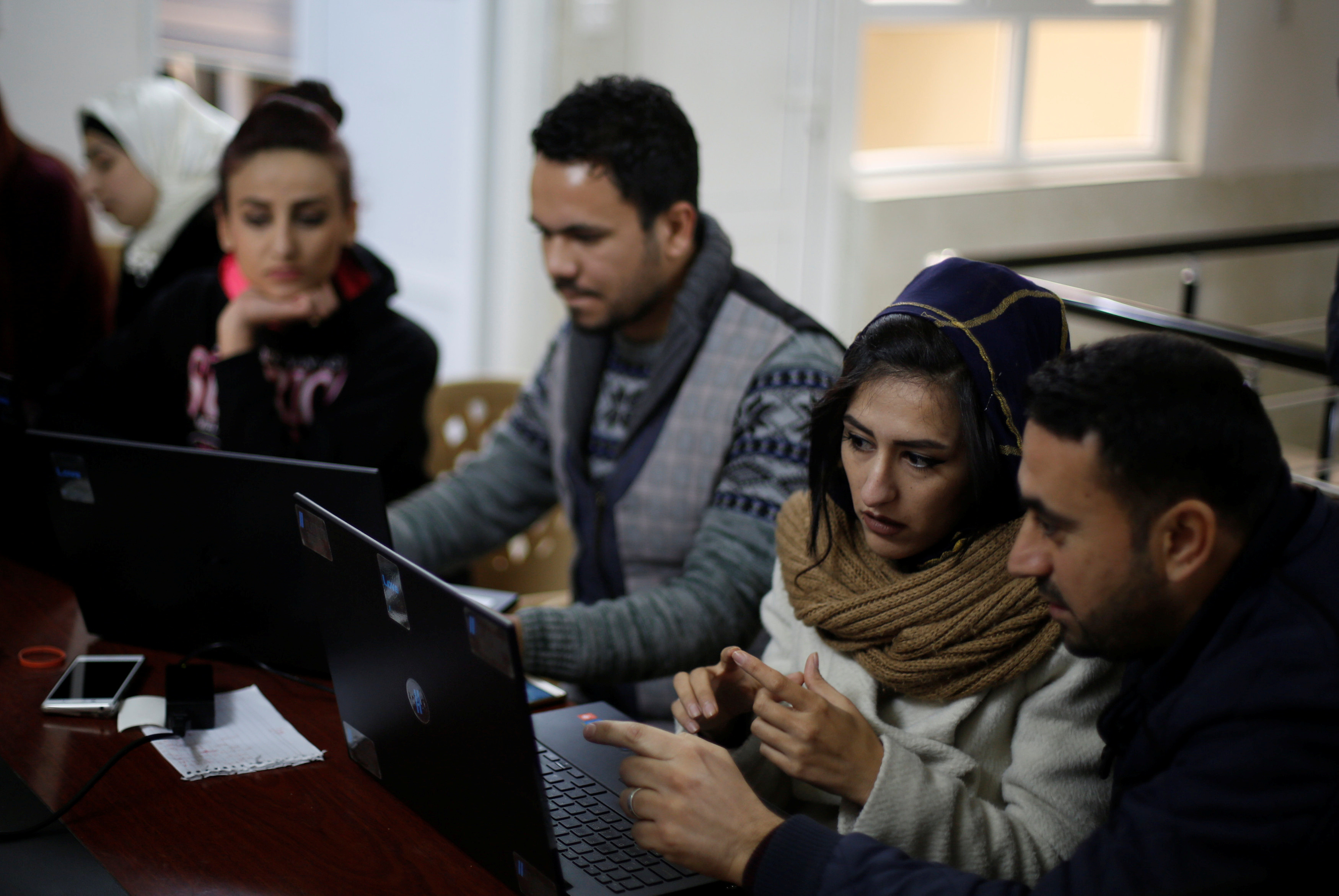 Syrian refugees and displaced Iraqis attend their class to learn basic and advanced coding skills at the Re:Coded boot camp, in Erbil, Iraq February 1, 2017. Picture taken February 1, 2017. REUTERS/Muhammad Hamed     TPX IMAGES OF THE DAY - RC125482BD10