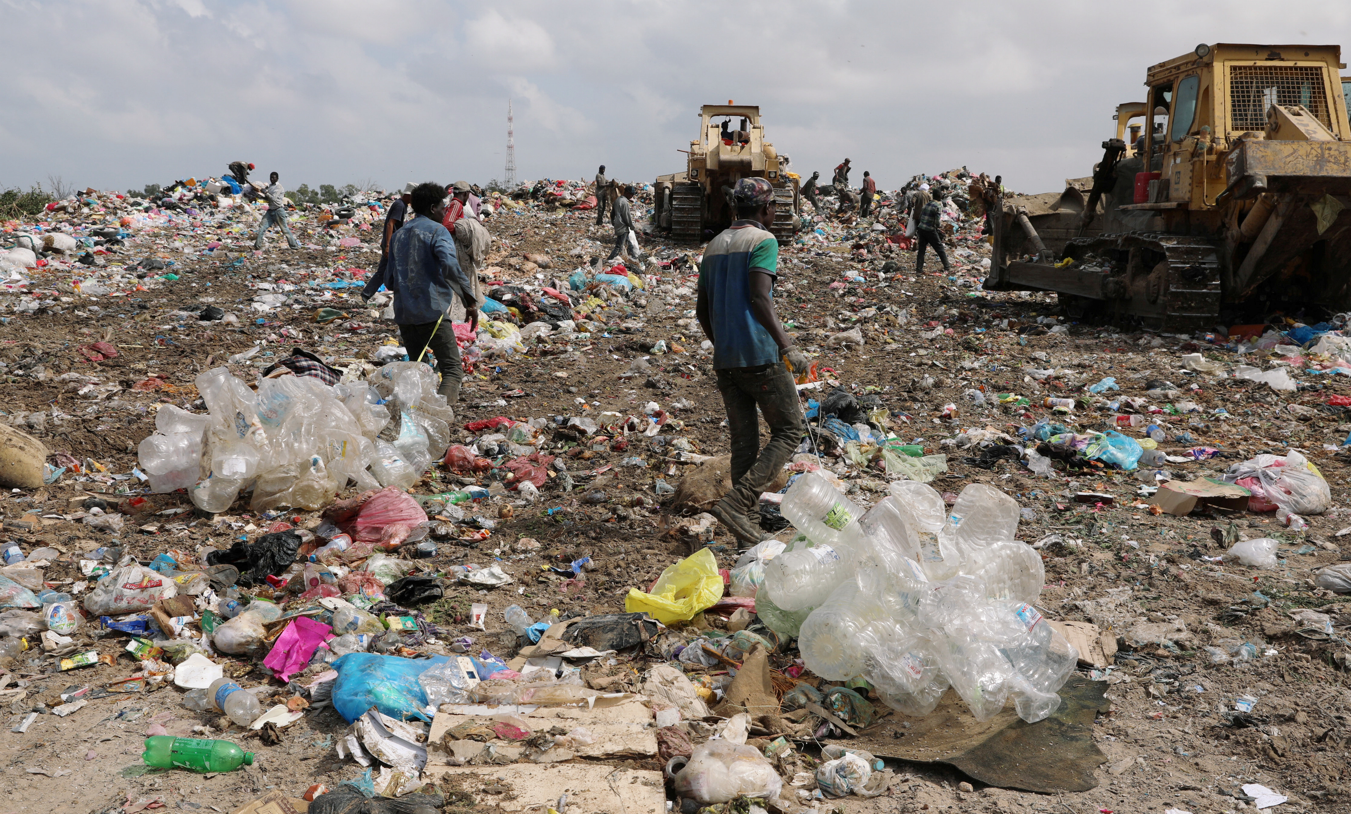 Garbage pickers collect recyclable materials at a rubbish dump in Tripoli, Libya October 12, 2019. Picture taken October 12, 2019. REUTERS/Ismail Zitouny - RC1601EFFE50