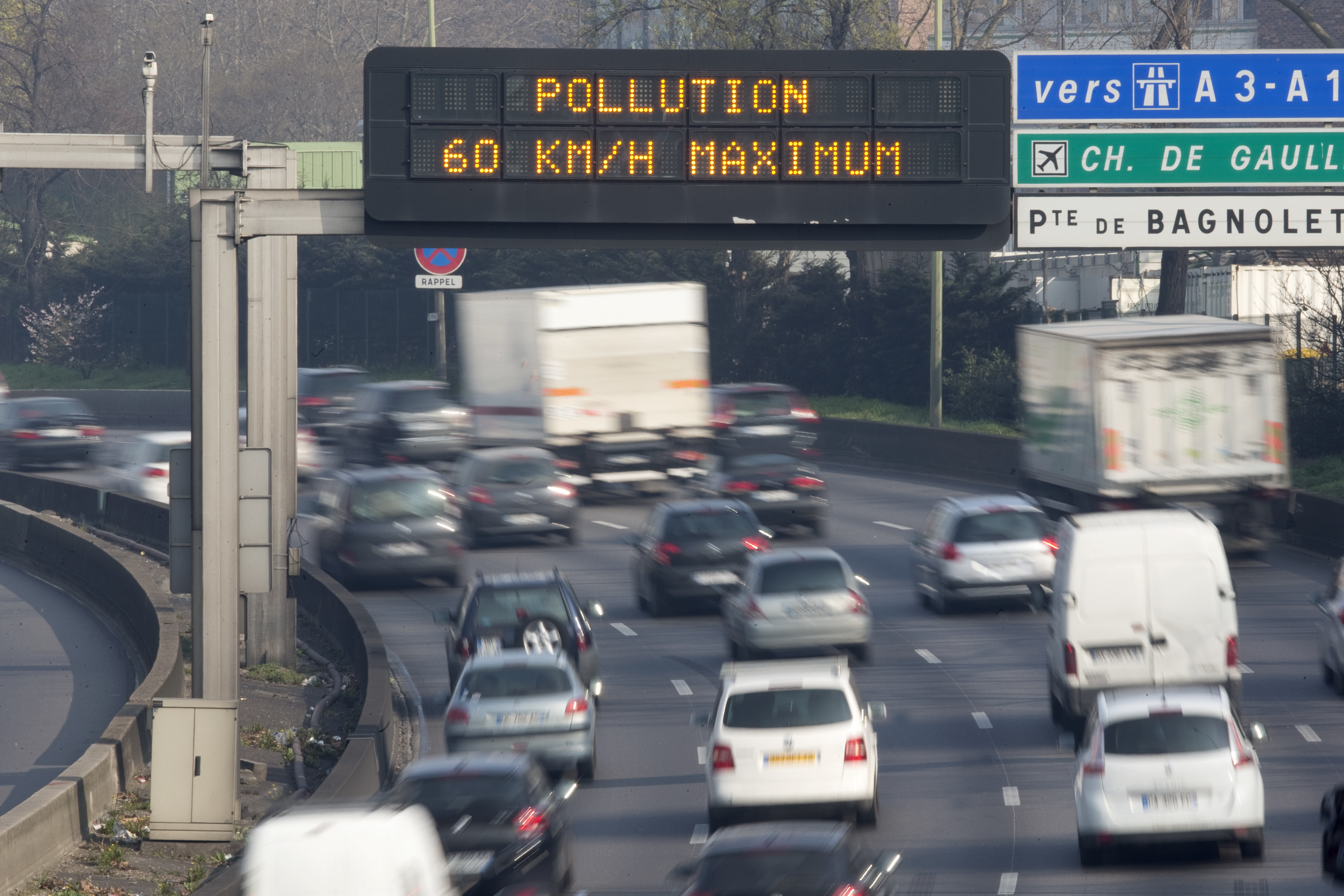 """An electronic road sign reads """"Pollution, speed limit 60kms"""" on the Paris ring road."""