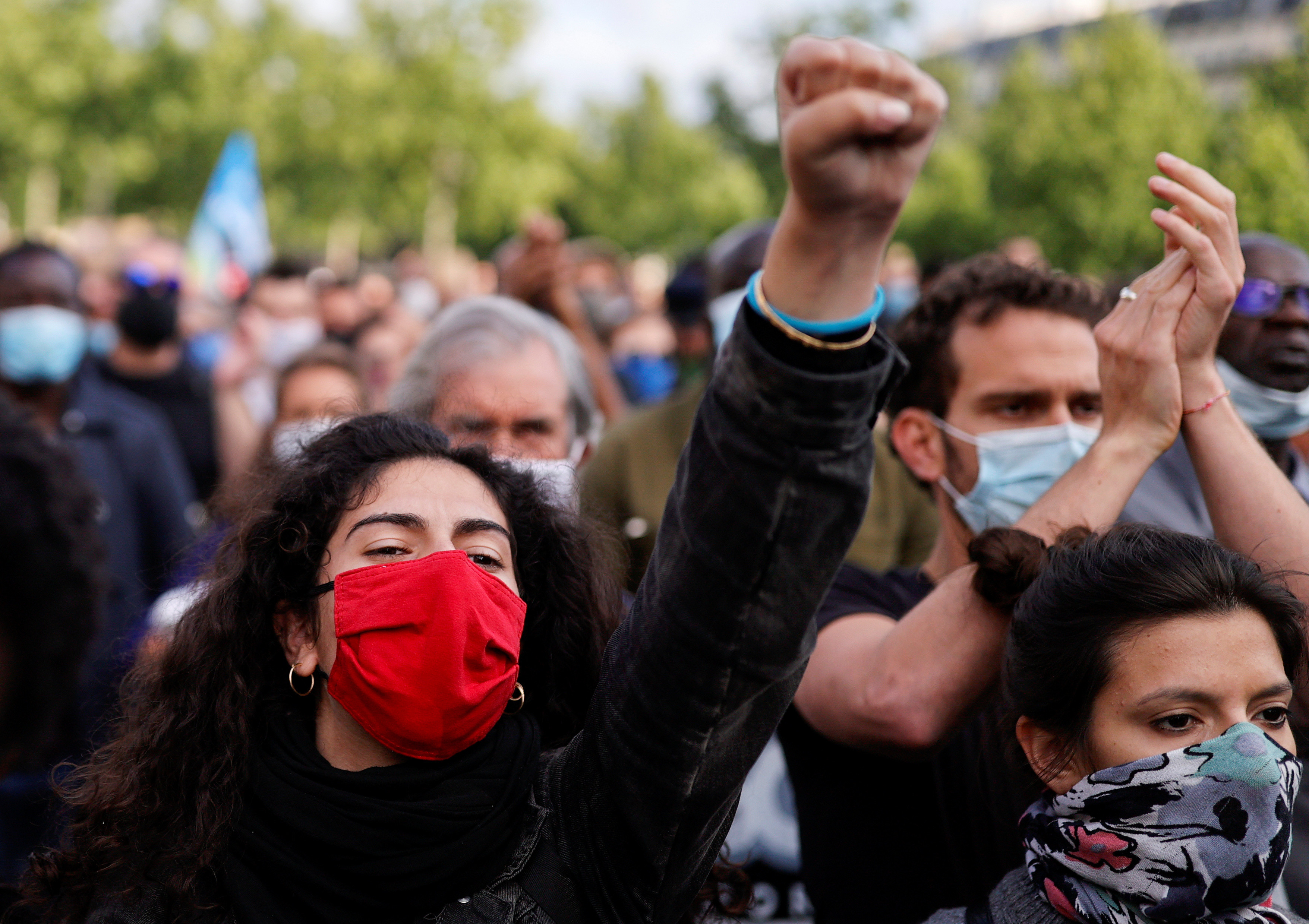 Demonstrators wearing protective face masks raise their fists during a protest at the Place de la Republique square, following the death of George Floyd in Minneapolis police custody, in Paris, France June 9, 2020. REUTERS/Christian Hartmann - RC2T5H9DUR2I
