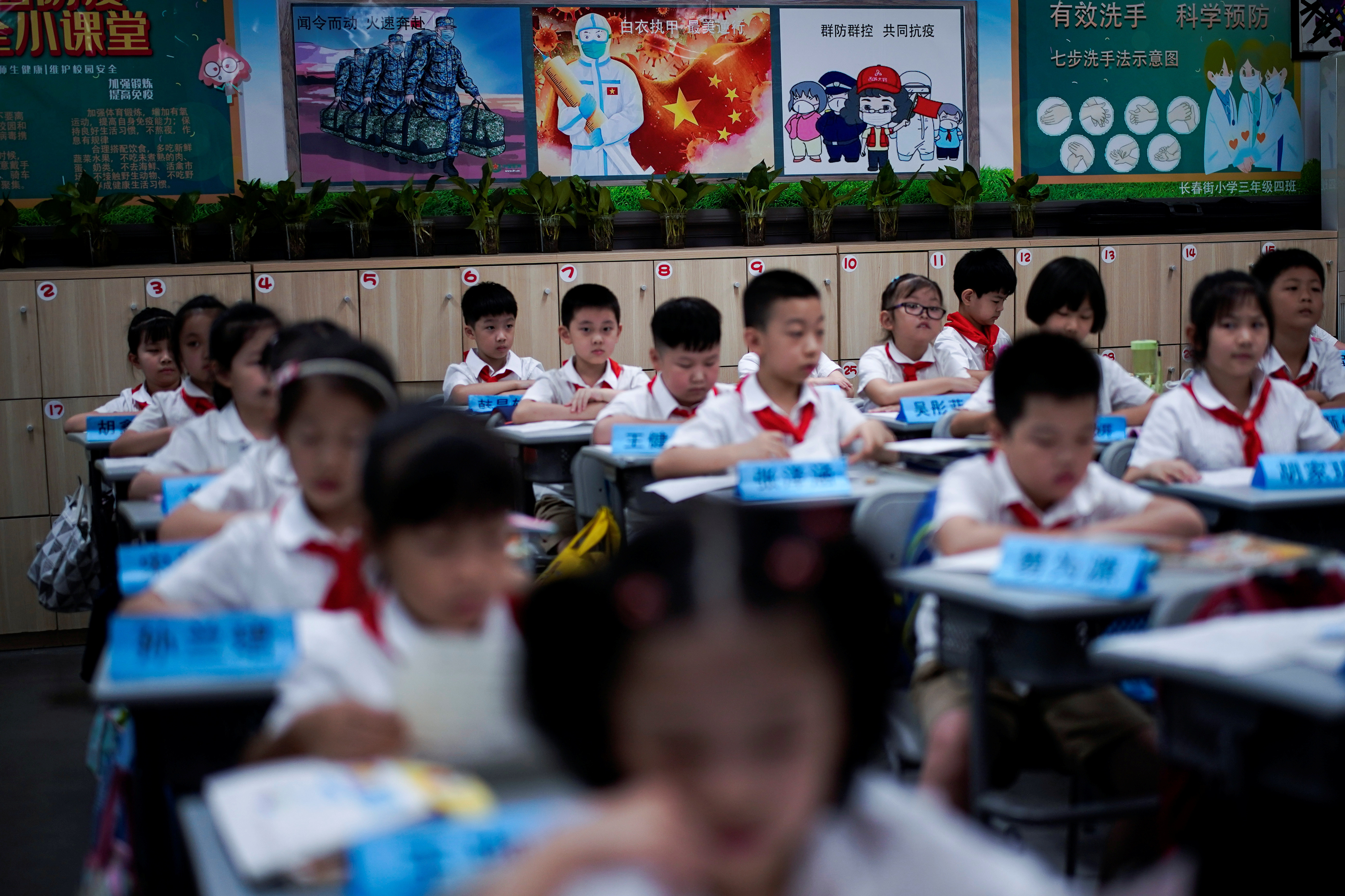Students are pictured in a Chinese class at Changchun Street Primary School of Wuhan during a government-organized media tour following the coronavirus disease (COVID-19) outbreak, in Wuhan, Hubei province, China, September 4, 2020. REUTERS/Aly Song - RC2ERI9EZ01K