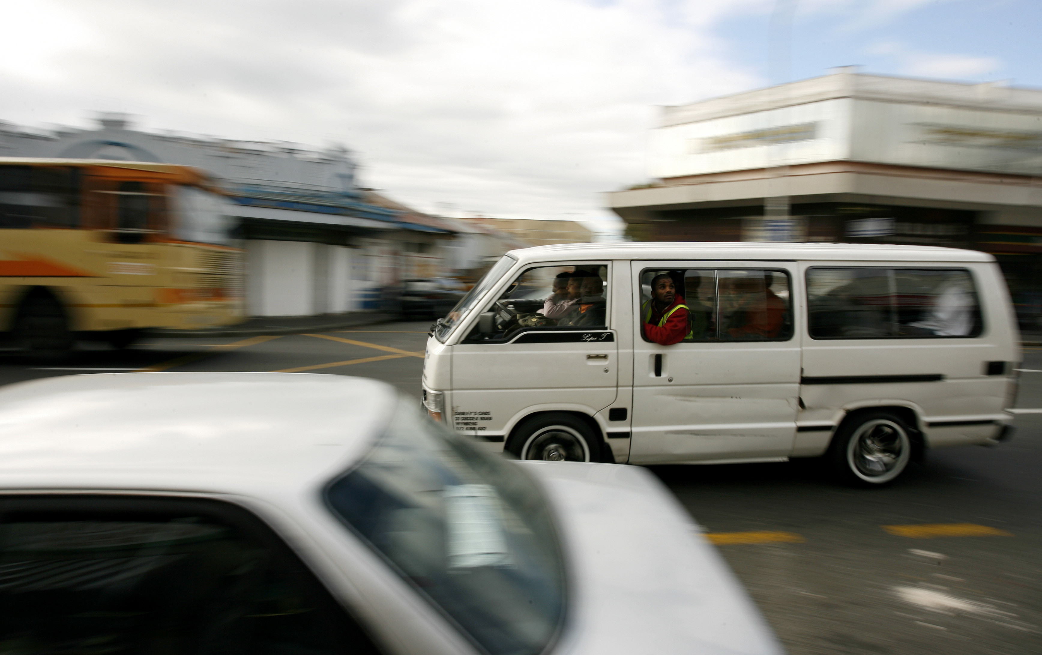August 15, 2007. Armed with pistols and fiery tempers, South Africa's minibus taxi drivers are the undisputed kings of road rage, cutting people off and flying through redlights as nervous motorists clear the way. To match feature SAFRICA-TAXIS/   REUTERS/Mike Hutchings (SOUTH AFRICA) - PM1DVYCUZKAA