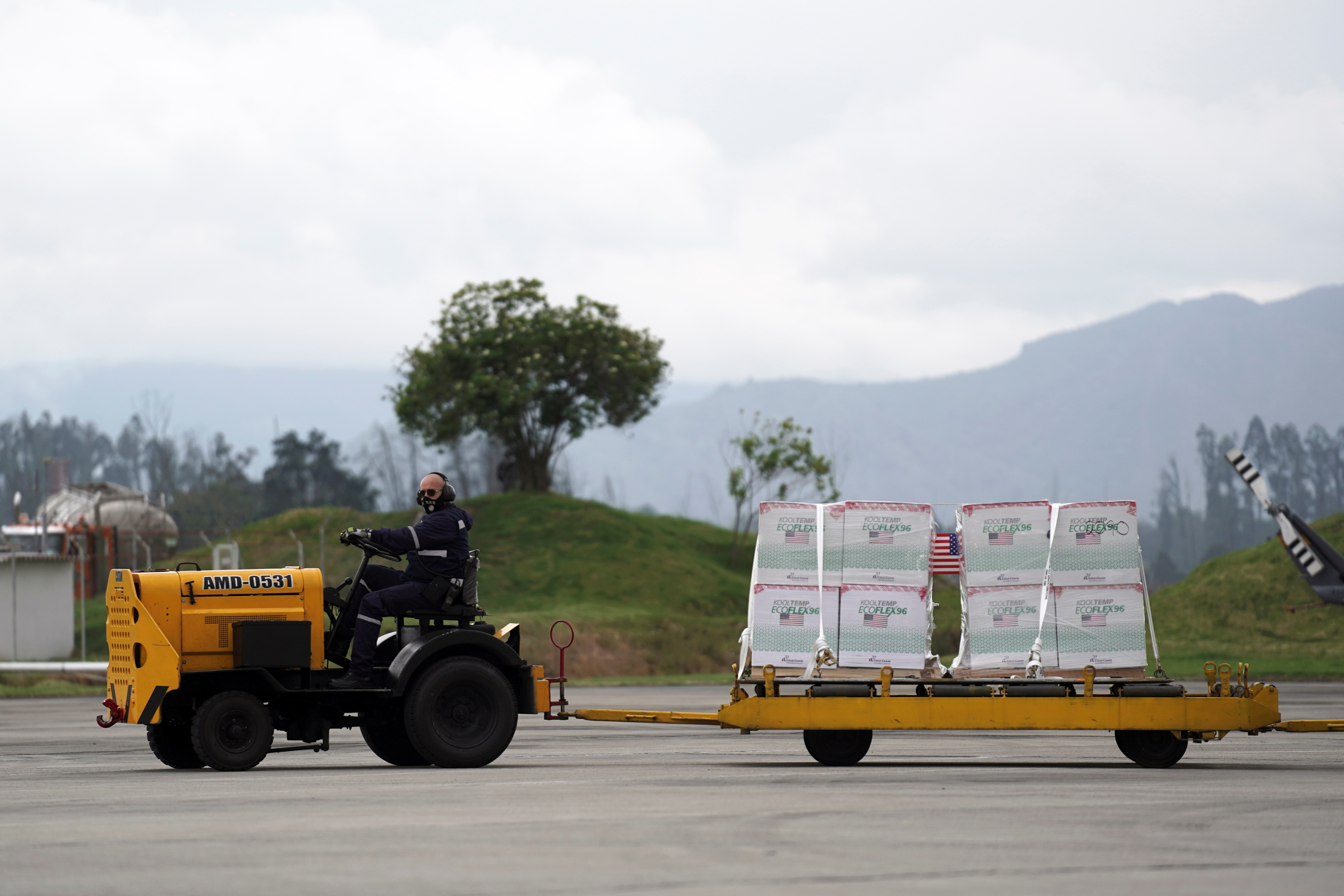Shipment of Johnson & Johnson vaccines against the coronavirus disease (COVID-19), donated by the US, is unloaded in Bogota, Colombia July 1, 2021. REUTERS/Nathalia Angarita - RC2PBO968LNY