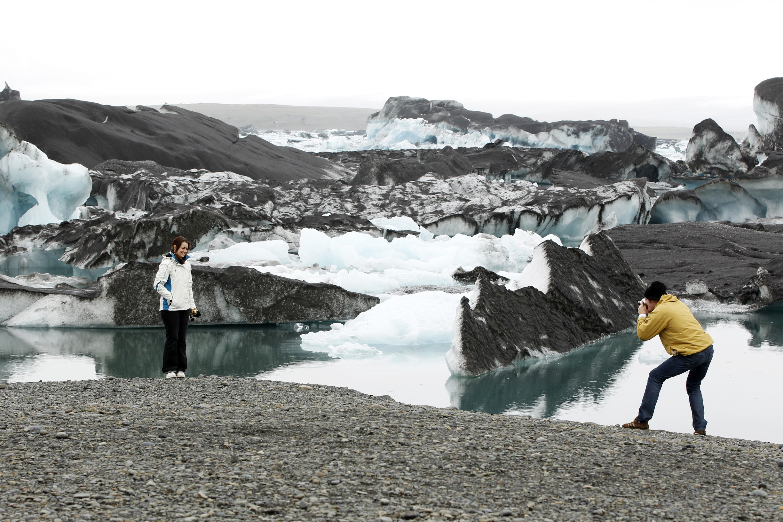 glacial lagoon icebergs volcanic ash Grimsvotn volcano Vatnajokull Glacier Iceland environment aviation airspace eruption earthquake