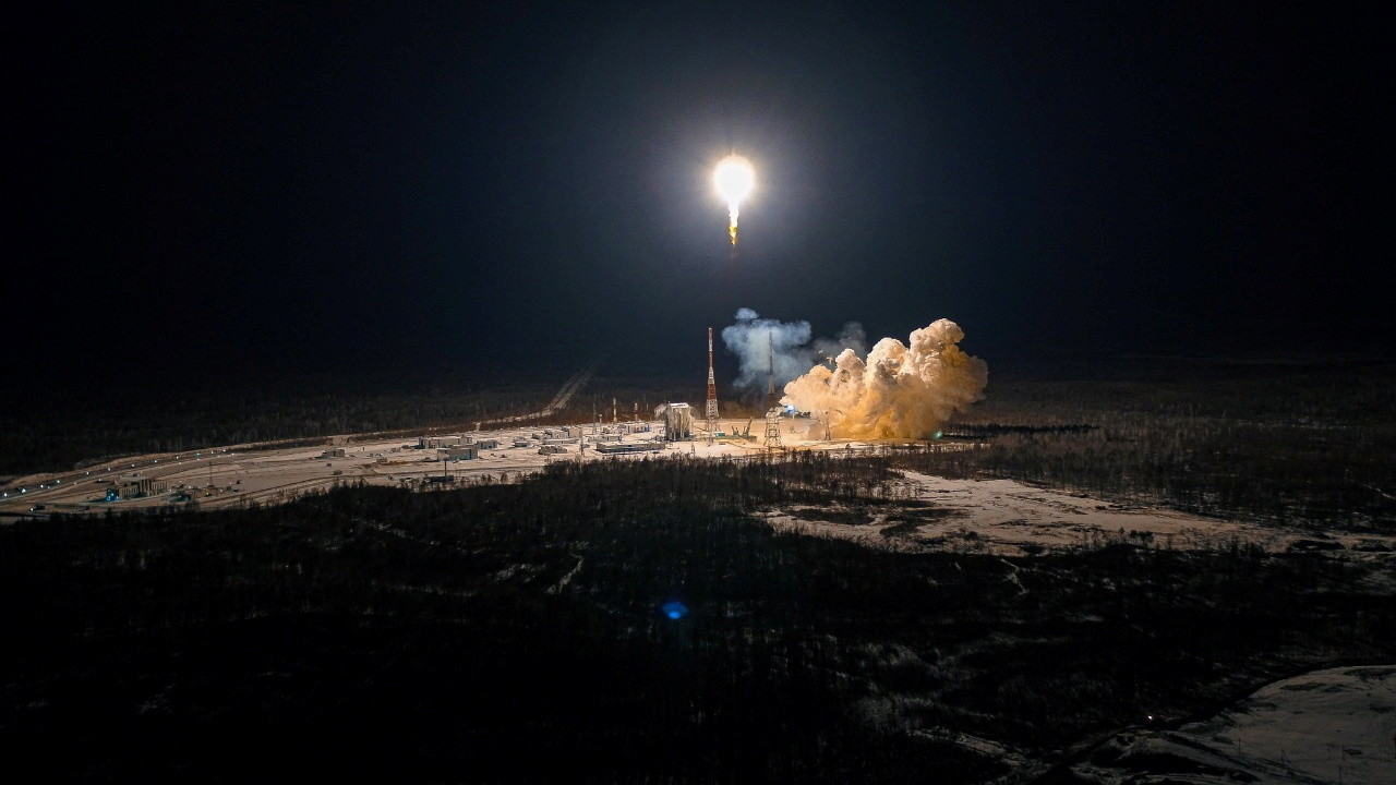 A Soyuz-2.1b rocket booster carrying the satellites of British firm OneWeb, blasts off from a launch pad at the Vostochny Cosmodrome in Amur Region, Russia December 18, 2020.  Russian space agency Roscosmos/Handout via REUTERS ATTENTION EDITORS - THIS IMAGE HAS BEEN SUPPLIED BY A THIRD PARTY. MANDATORY CREDIT. - RC2PPK9X2P2V