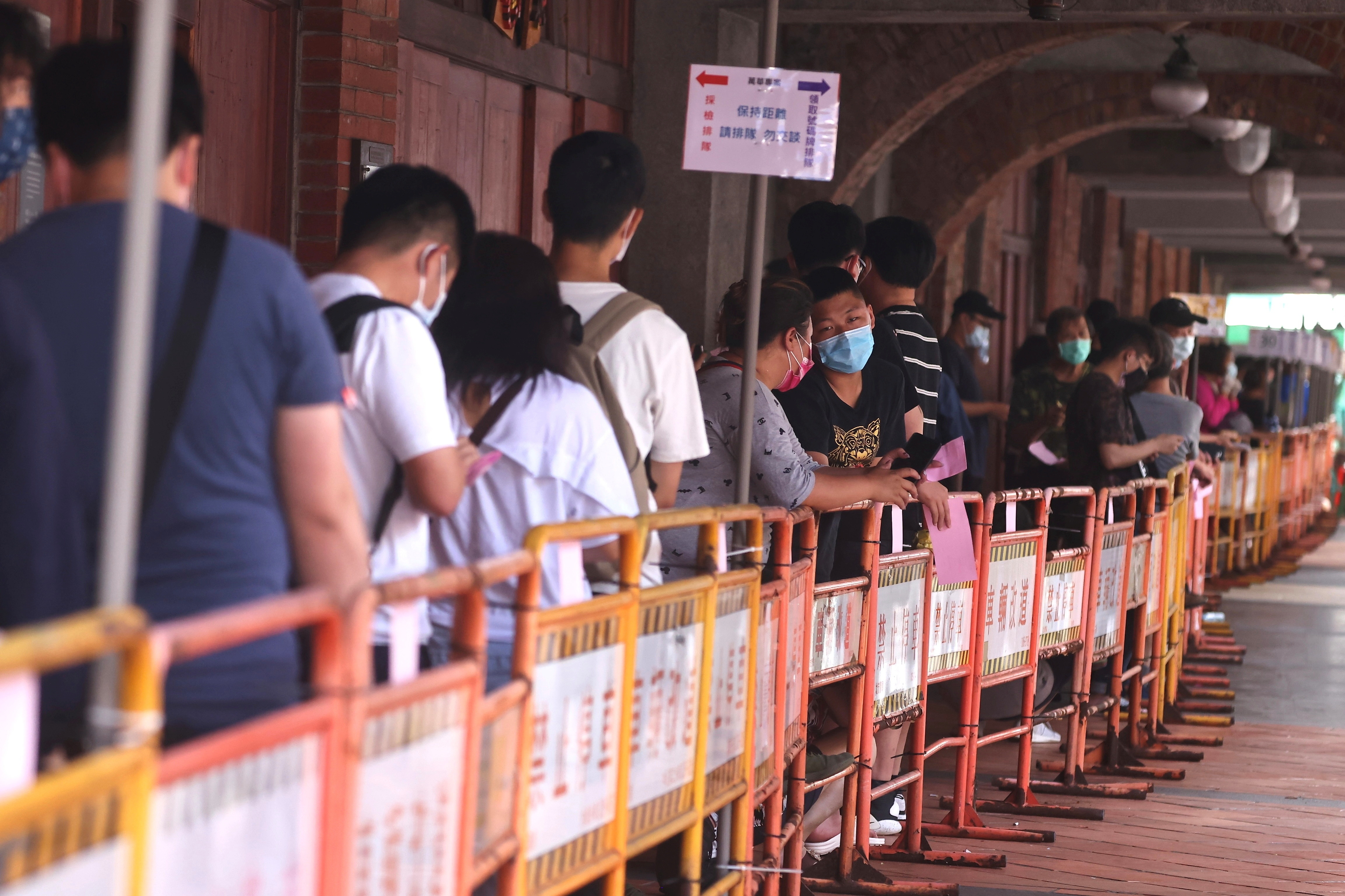 People wearing protective face masks wait to get their rapid test following a surge of coronavirus disease (COVID-19) infections in Taipei, Taiwan, May 19, 2021. REUTERS/Ann Wang - RC2OIN98NKQ0