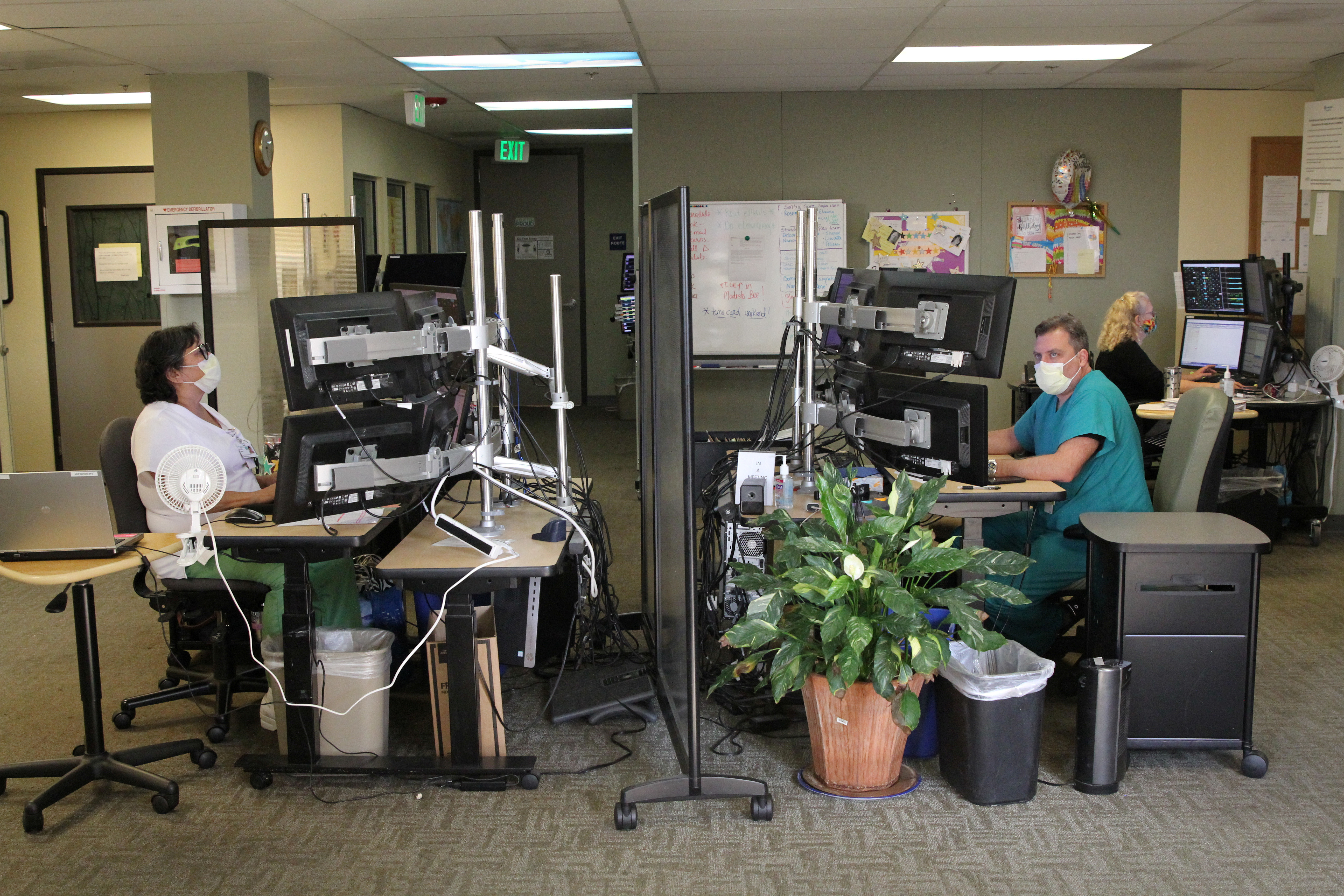 Doctors and nurses staff their stations at the Sutter Health Valley Area eICU, amid the coronavirus disease (COVID-19) outbreak in Sacramento, California, U.S., September 3, 2020. Photo taken September 3, 2020. Nathan Frandino/Reuters - RC2AYI918I3L