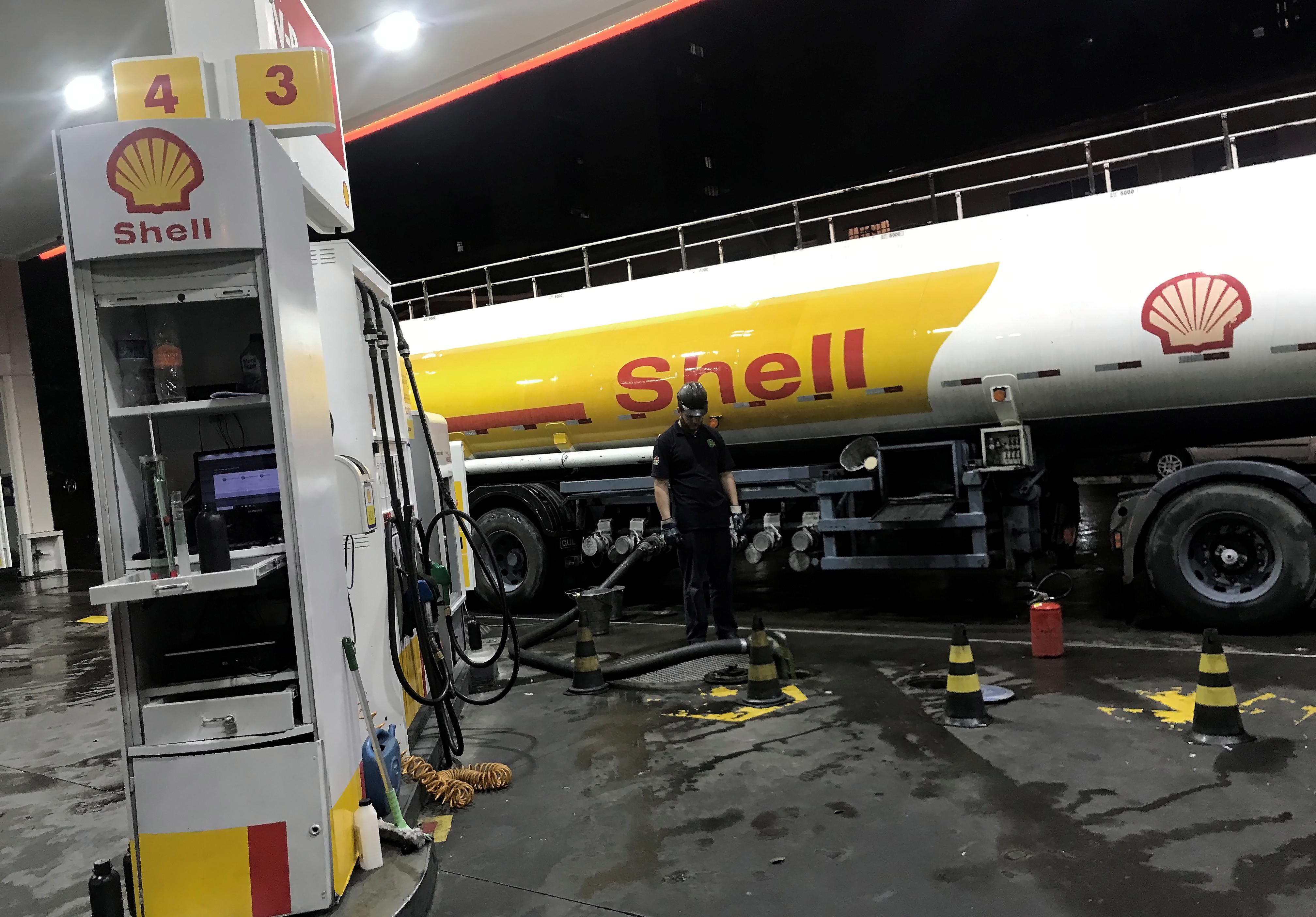 An oil tank truck fills the pumps at a Shell petrol station in Sao Paulo, Brazil, May 31, 2019. Picture taken May 31, 2019. REUTERS/Nacho Doce - RC17492B2550