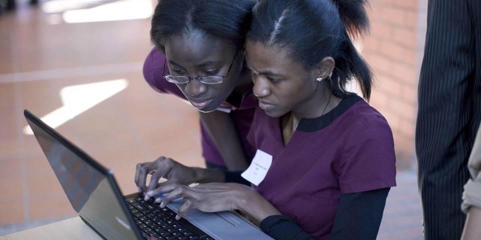 Así es como podemos abrir el sector tecnológico a las mujeres de África