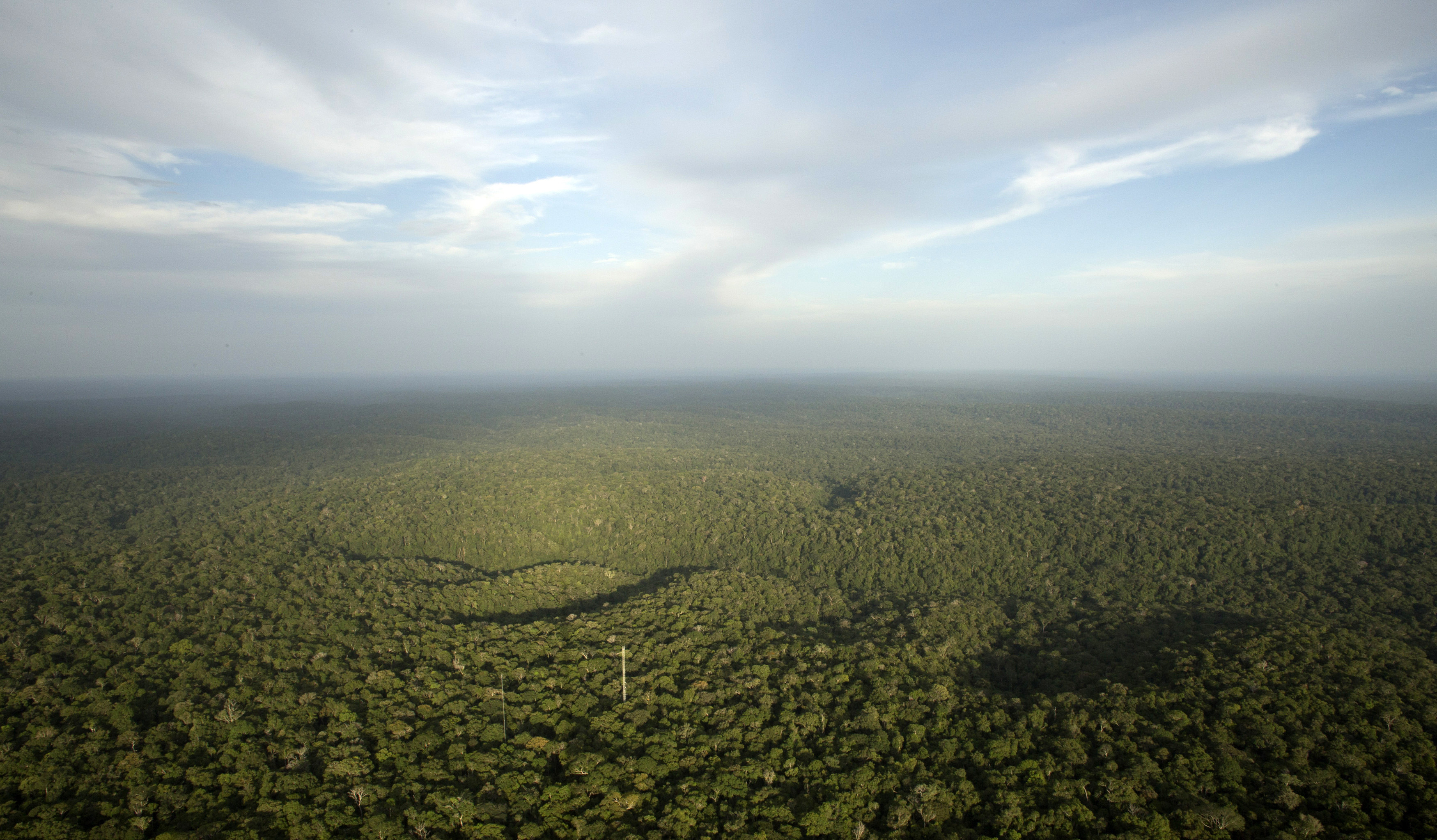 A view is seen from the Amazon Tall Tower Observatory (ATTO) in Sao Sebastiao do Uatuma in the middle of the Amazon forest in Amazonas state January 10, 2015. The Amazon Tall Tower Observatory is a project of Brazil's National Institute of Amazonian Research and Germany's Max Planck Institute and will be equipped with high-tech instruments and an observatory to monitor relationships between the jungle and the atmosphere from next July. According to the institutes, ATTO will gather data on heat, water, carbon gas, winds, cloud formation and weather patterns. Picture taken on January 10, 2015. REUTERS/Bruno Kelly (BRAZIL - Tags: ENVIRONMENT SCIENCE TECHNOLOGY) - GM1EB1D1UF701